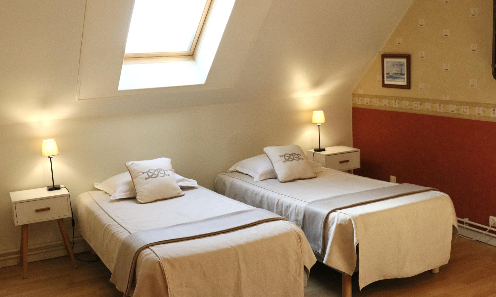 Chambre Nautique - 2 lits simples 90x190 - Gîte La Pouprière - 14 couchages