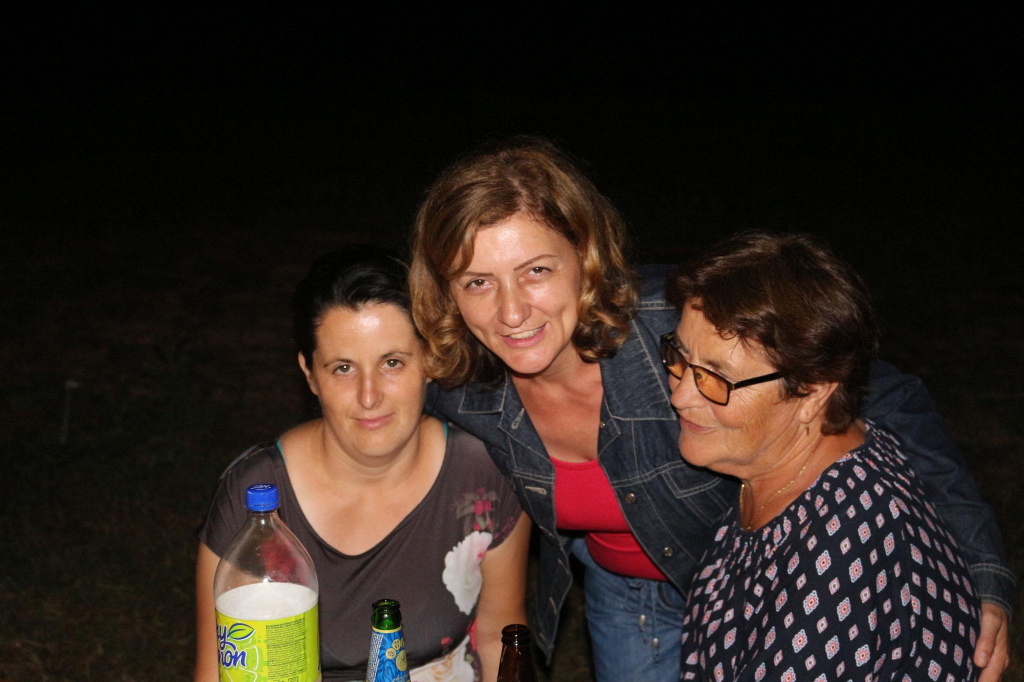 SMILJA,NADA I MARA, svima u zdravlje druženje i ponovo sledeće Godine na istom mjestu...