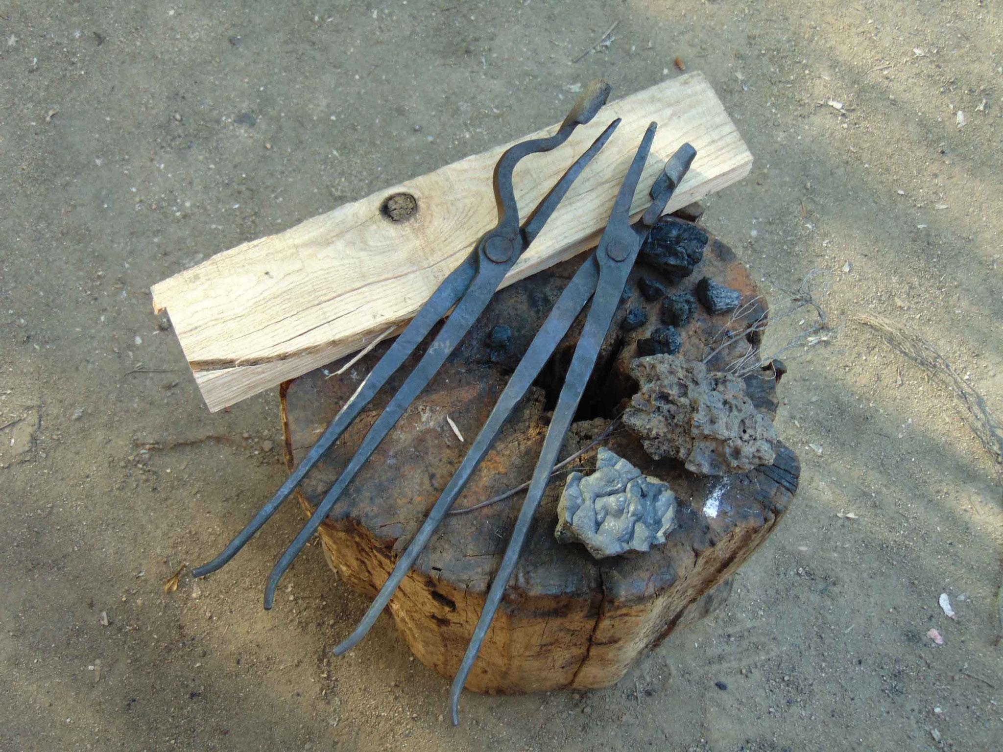 Tenazas especiales para forjado de las hojas de espada