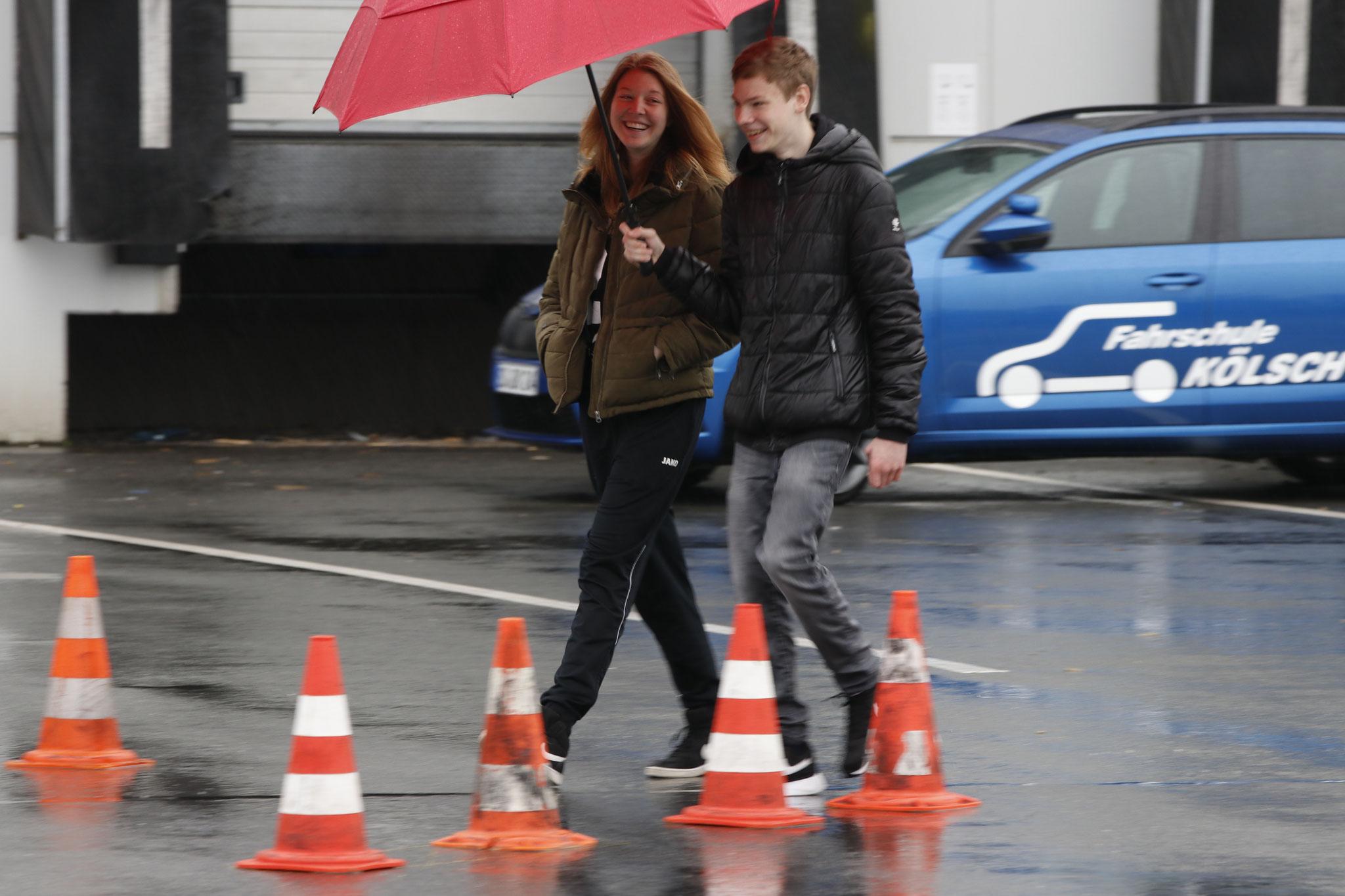 Janica Schlüer und Michel Boje beim Ablaufen