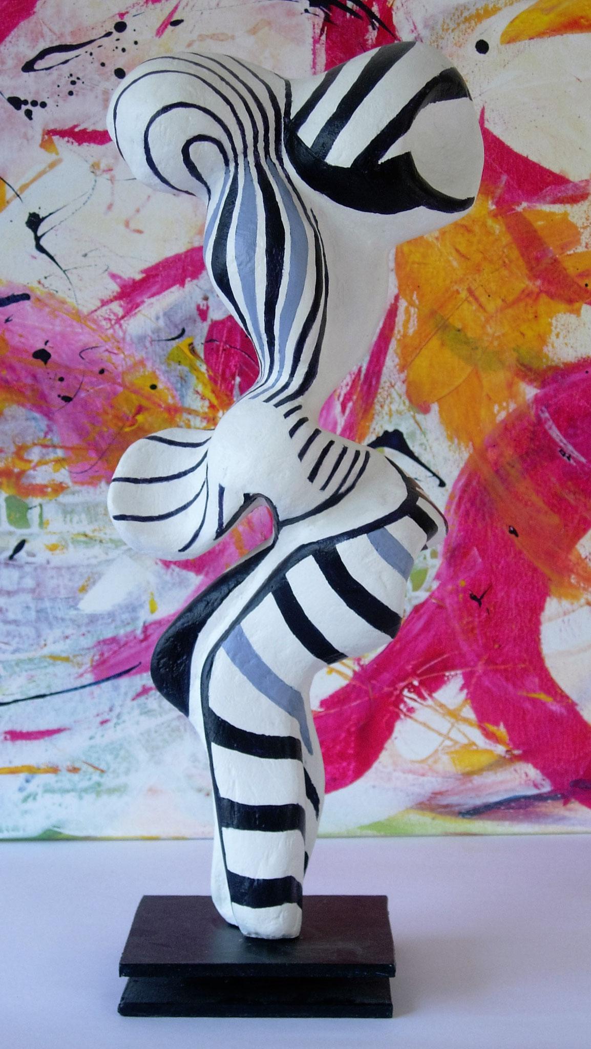 Skulptur o.Titel, Papiermaché, Acrylfarbe, 23x12x55cm
