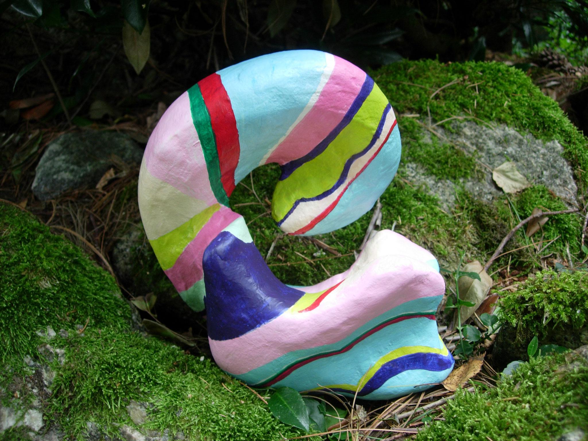 Skulptur o.T., Papiermaché, Acrylfarbe, 12x20x24 cm
