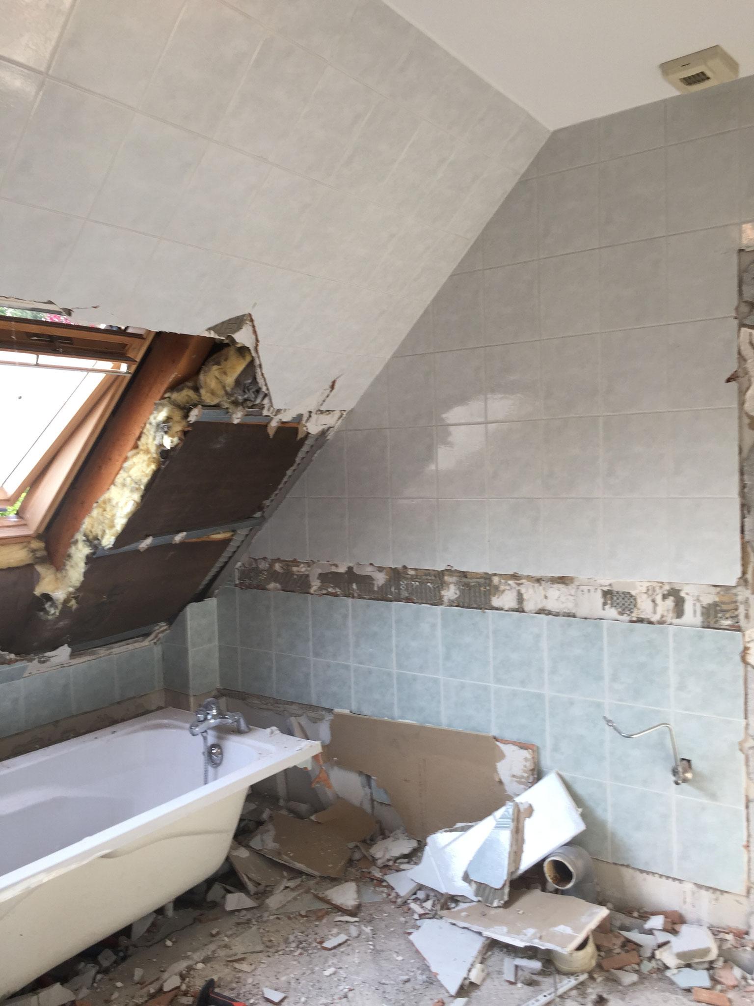 Démolition de rampant en plaque de plâtre et carrelage ou sol Strasbourg 67 Activ Renovation