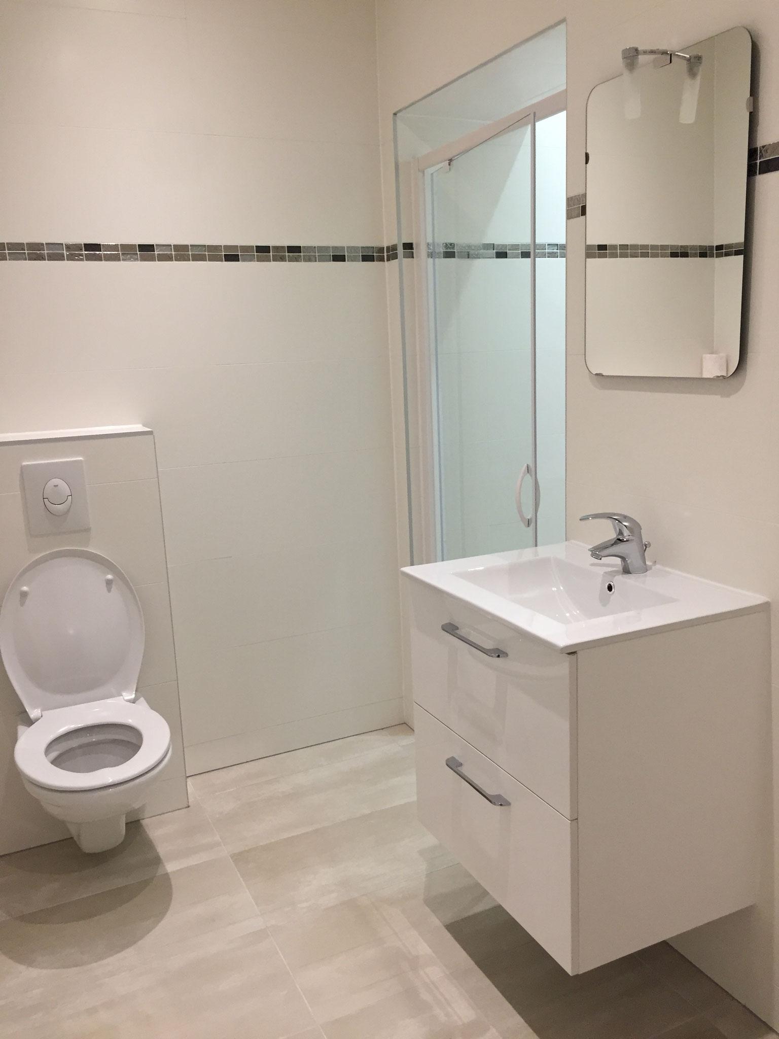 Une salle de bain optimisée et moderne  Activ Renovation Strasbourg 67