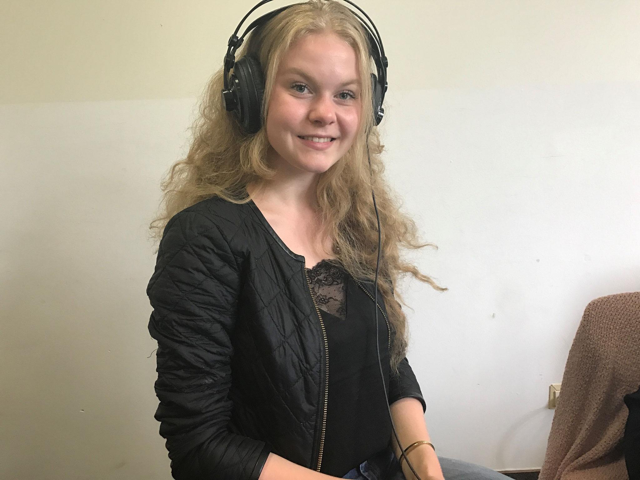 """Eva Holthuis (18 Jahre):  """"Im Ehrenamt geht es nicht um große Erfolge, sondern darum auch mal etwas für andere zu tun."""""""