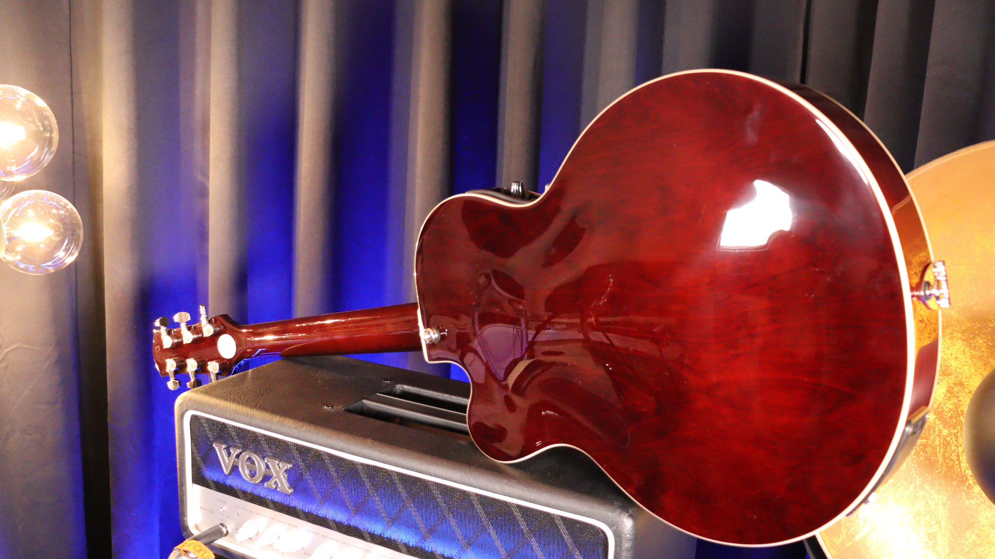 VOX Guilietta VGA-3D Semiakutische Gitarre