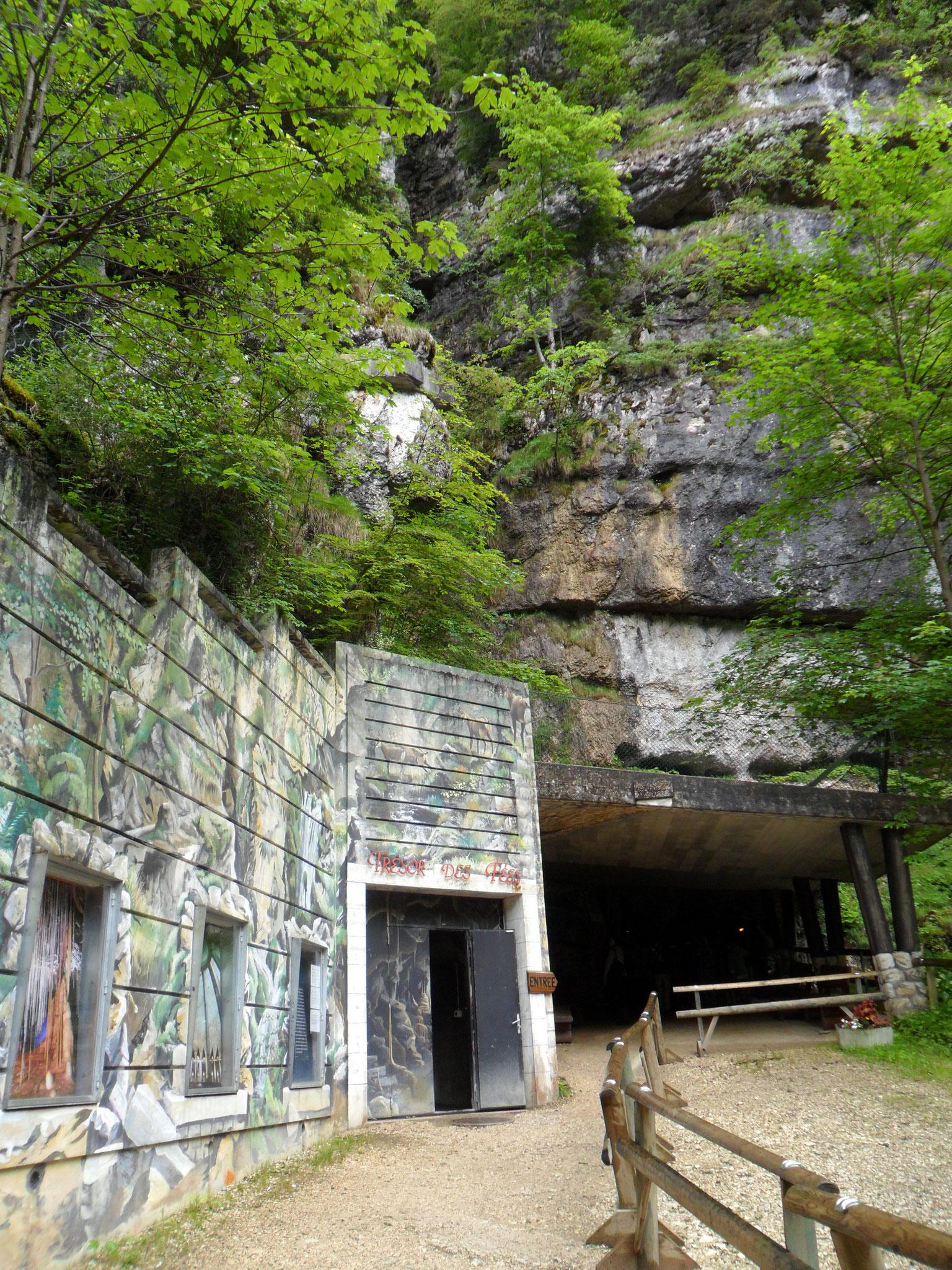 ...eindrücklicher Eingang der Grotte...
