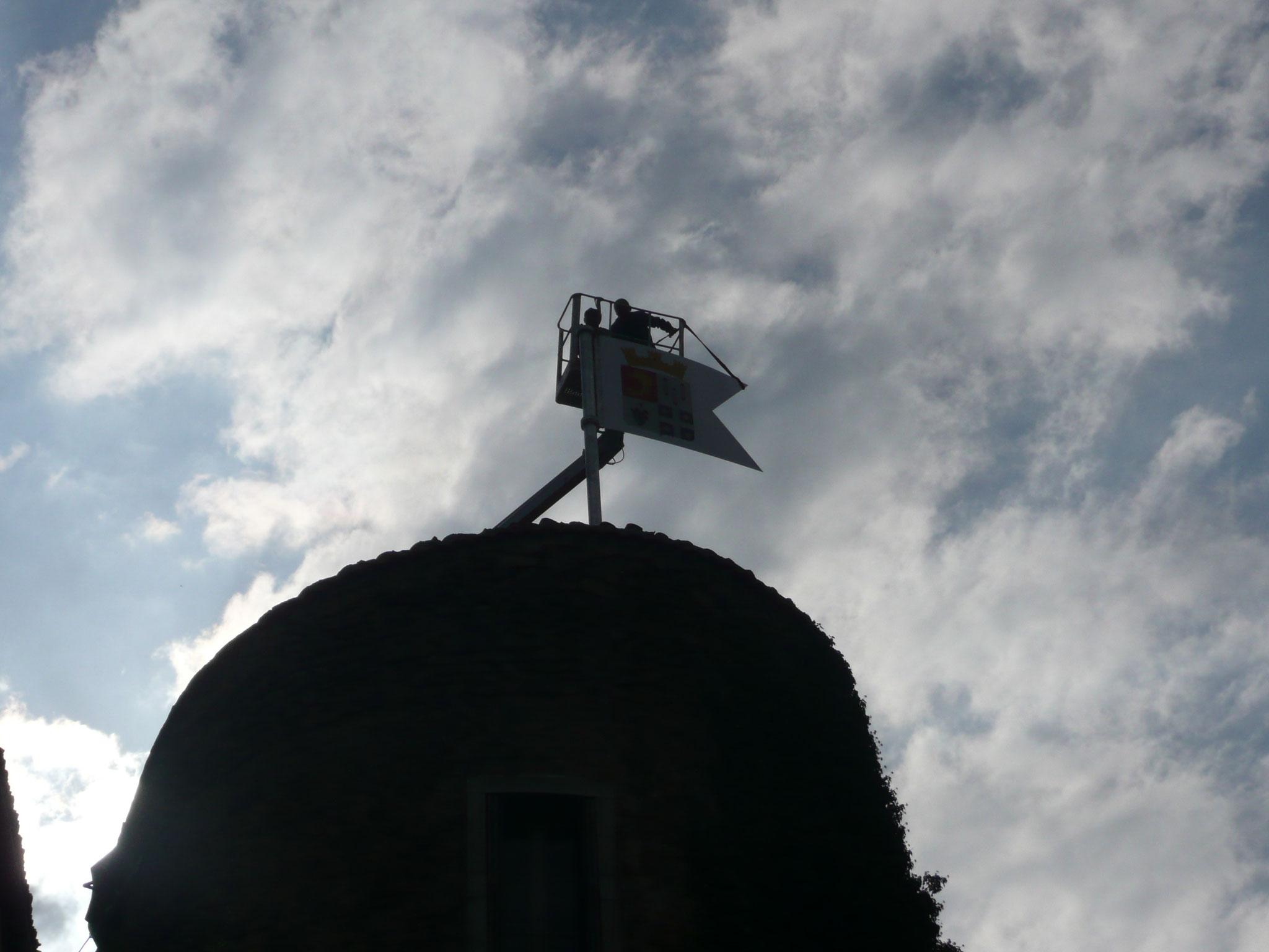 Pose de l'oriflamme sur la Tour Coton - 2012 - 3