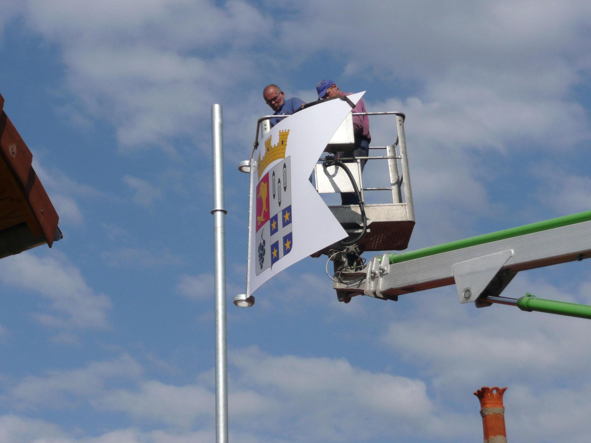Pose de l'oriflamme sur la Tour Coton - 2012 - 1