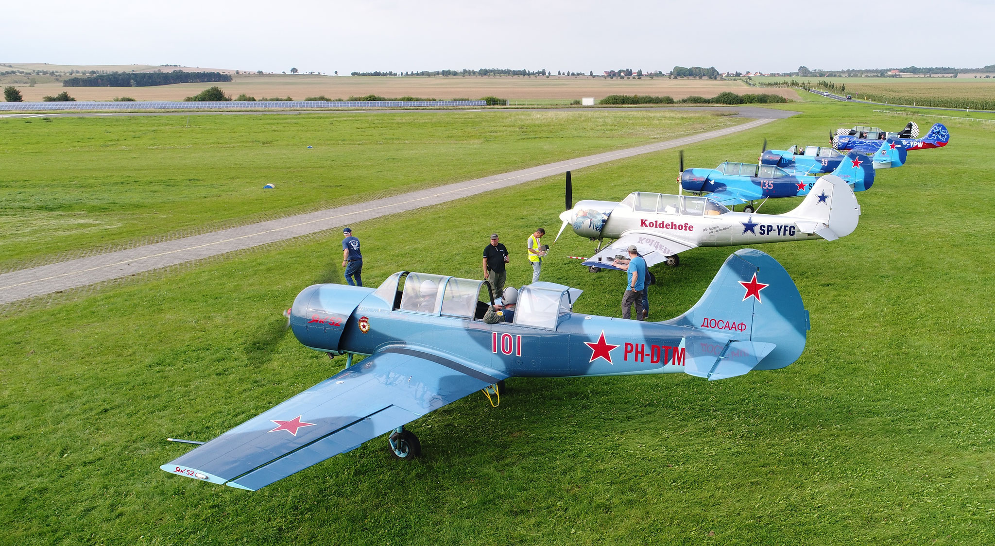 yak 52 an der Flightline