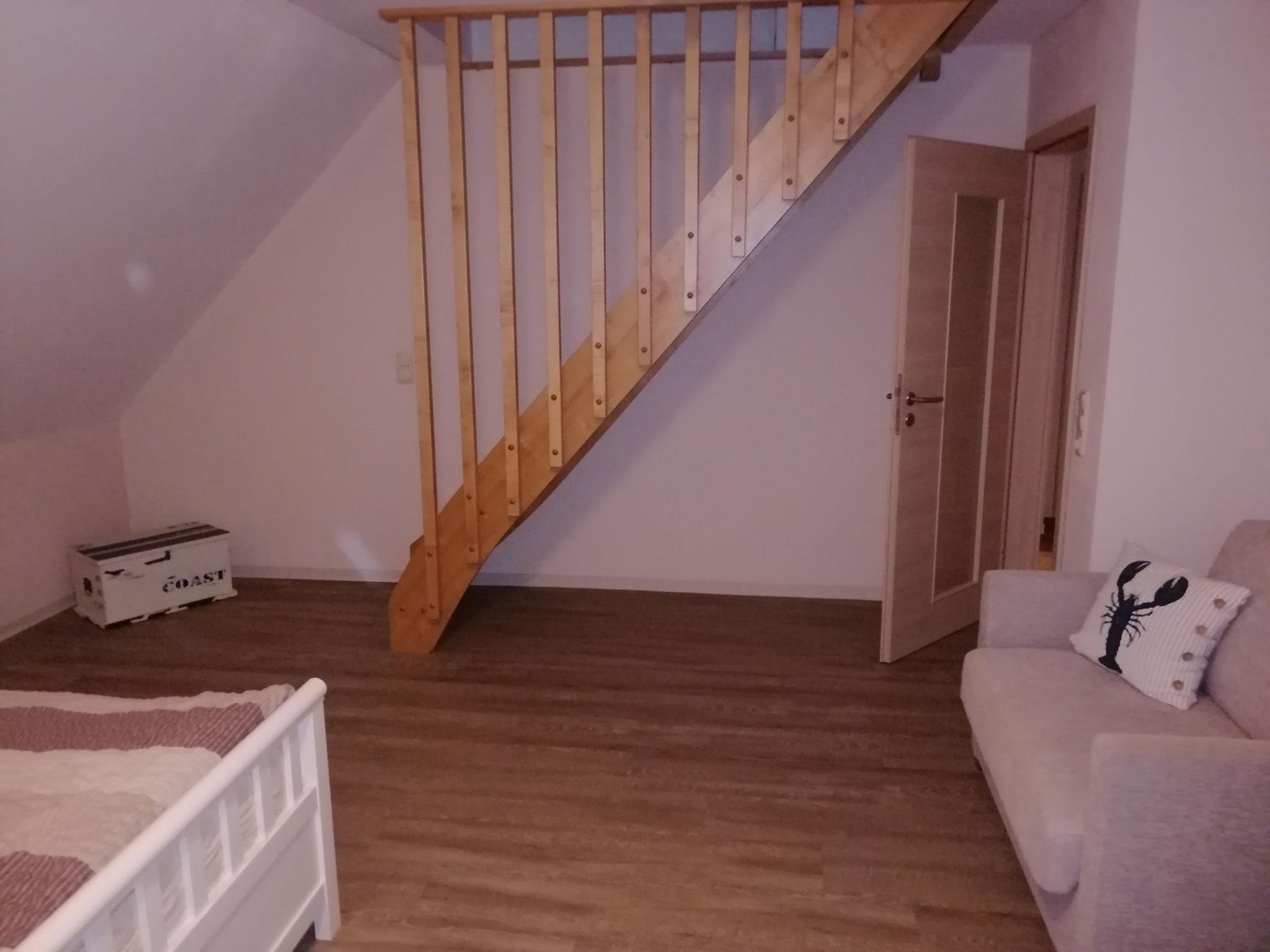 Treppe ins Dachgeschoß im 2. Schlafzimmer Obergeschoß