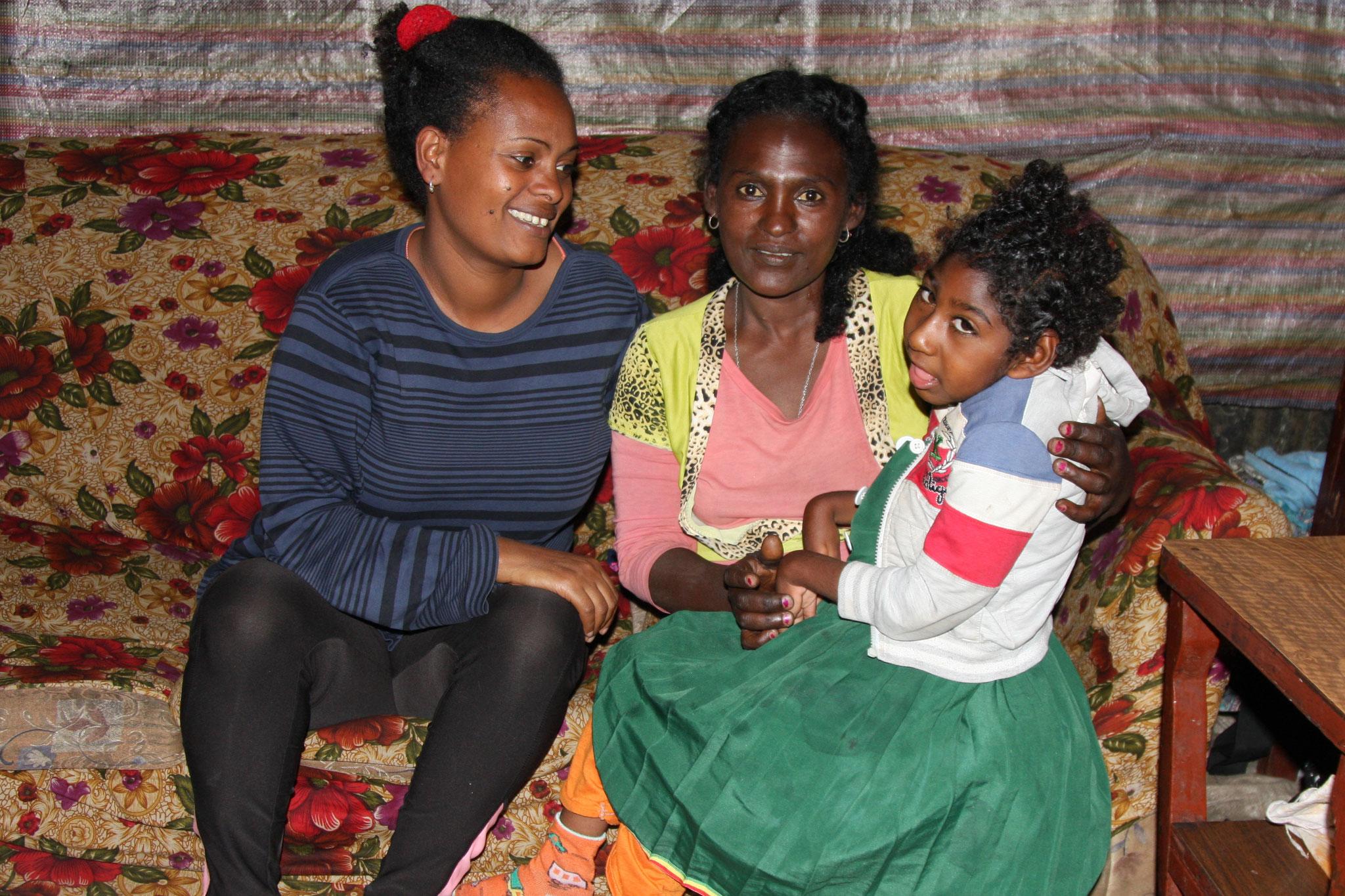 Kindahafti hilft einer Mutter, den Materialkauf zu planen.