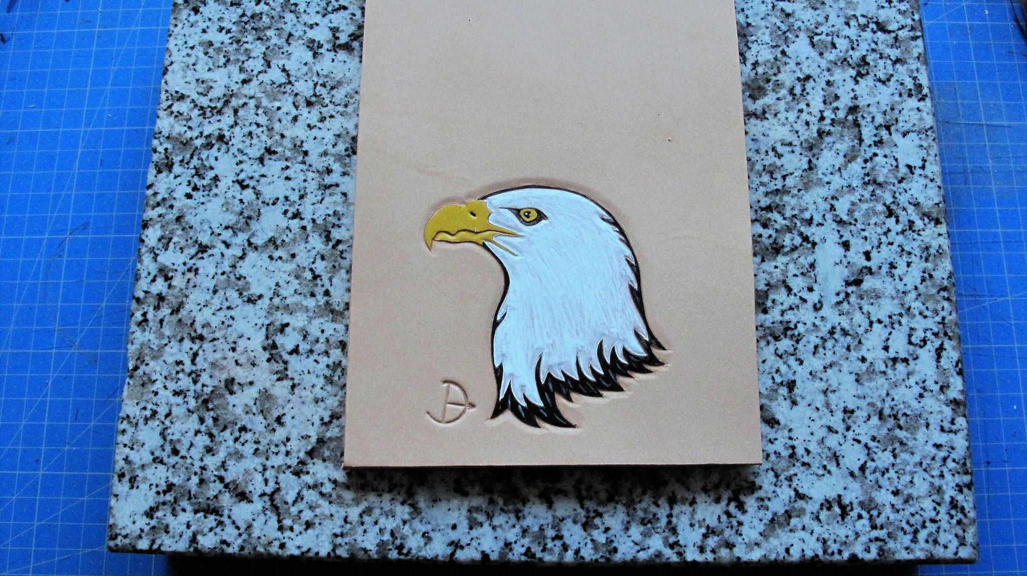 Tête d'aigle peinte avec peinture aqueuse spéciale cuir