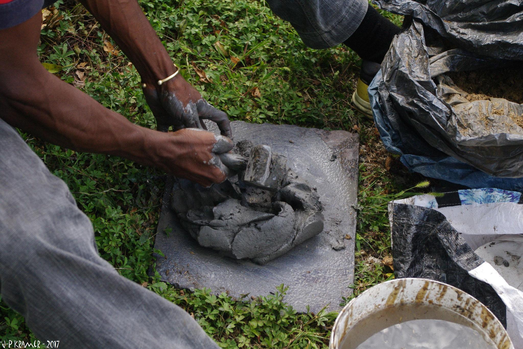 2017 - 47 St Antoine de Ficalba - Ateleir découverte technique du bronze à la cire perdue - Chez Eve Delaneuville, sculpteur sur bois