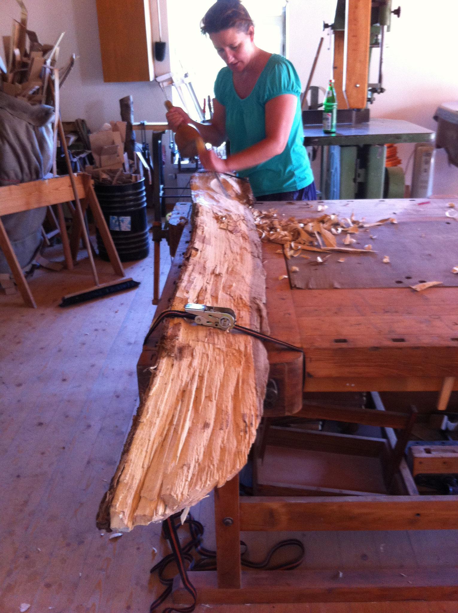 Holzskulptur in Arbeit