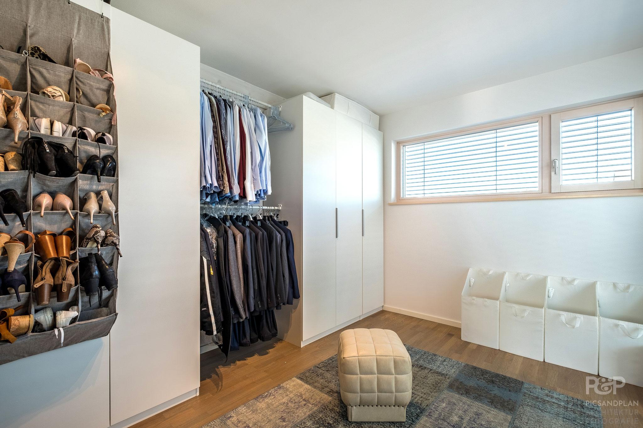 Schlafzimmer (derzeit als Ankleide genutzt)