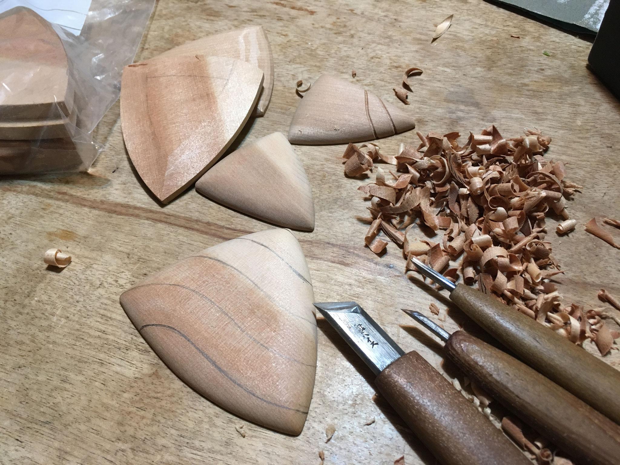 彫り 木地作りから彫刻まで手作業で