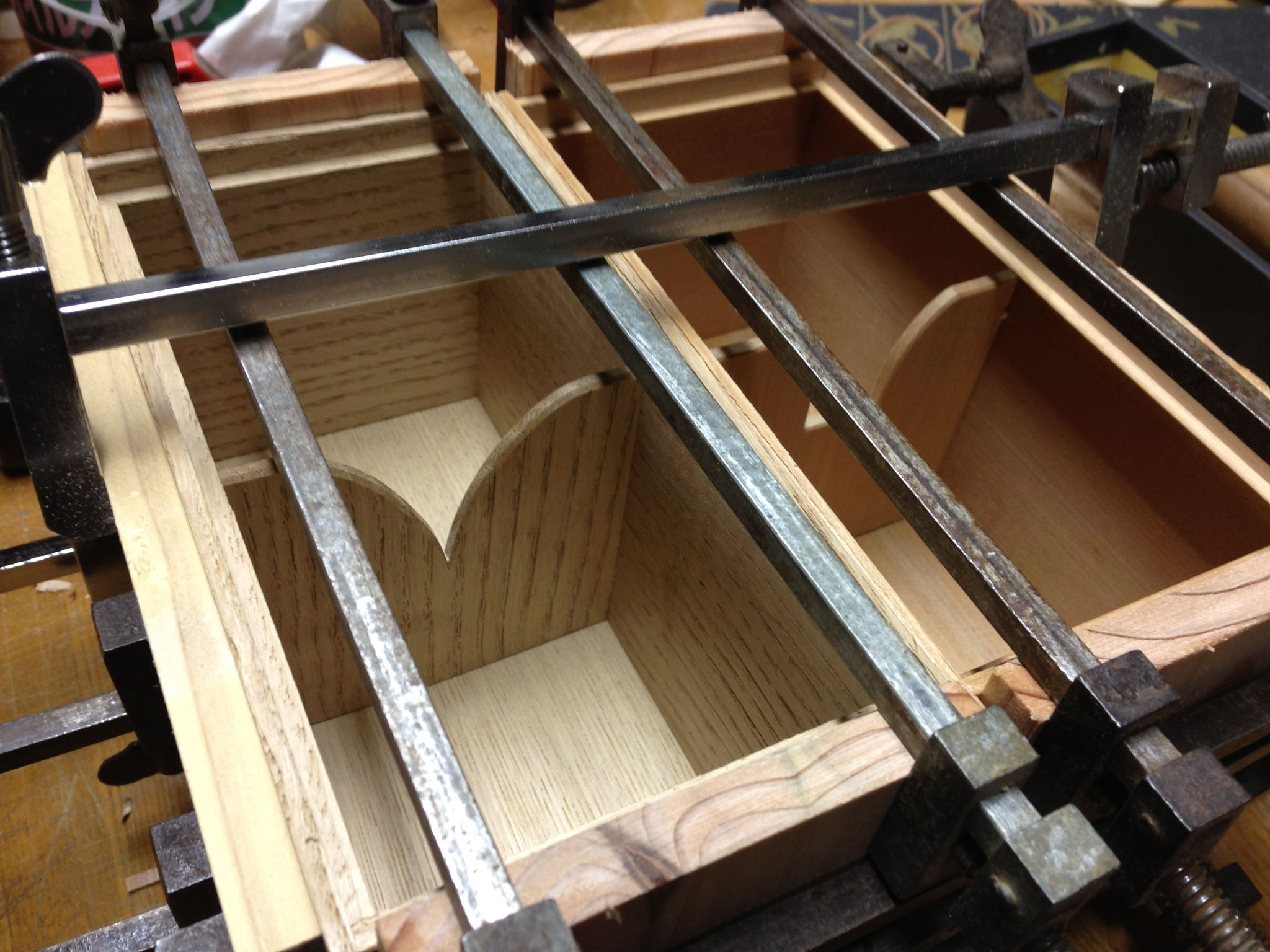 箱類の組み立て これで形が決まるので気を使います