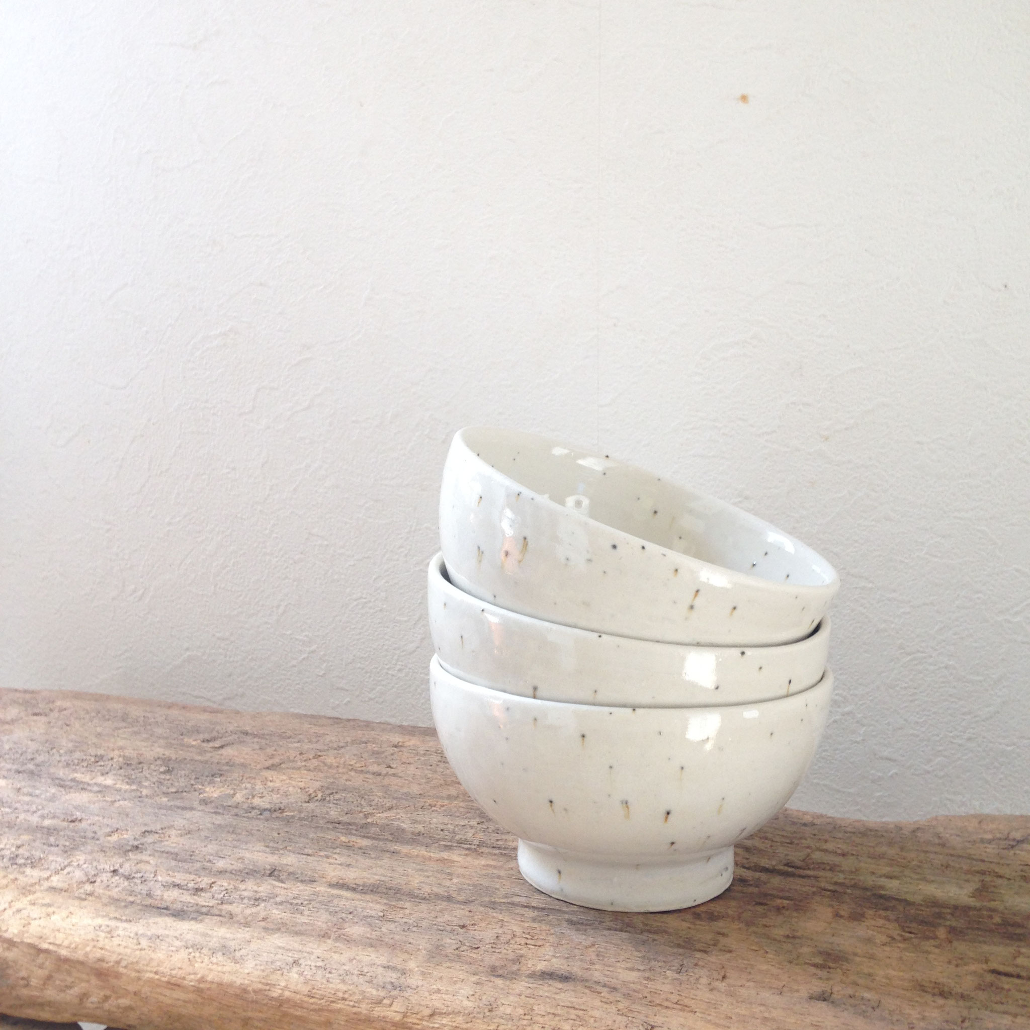 碗。鉄粉が流れています。