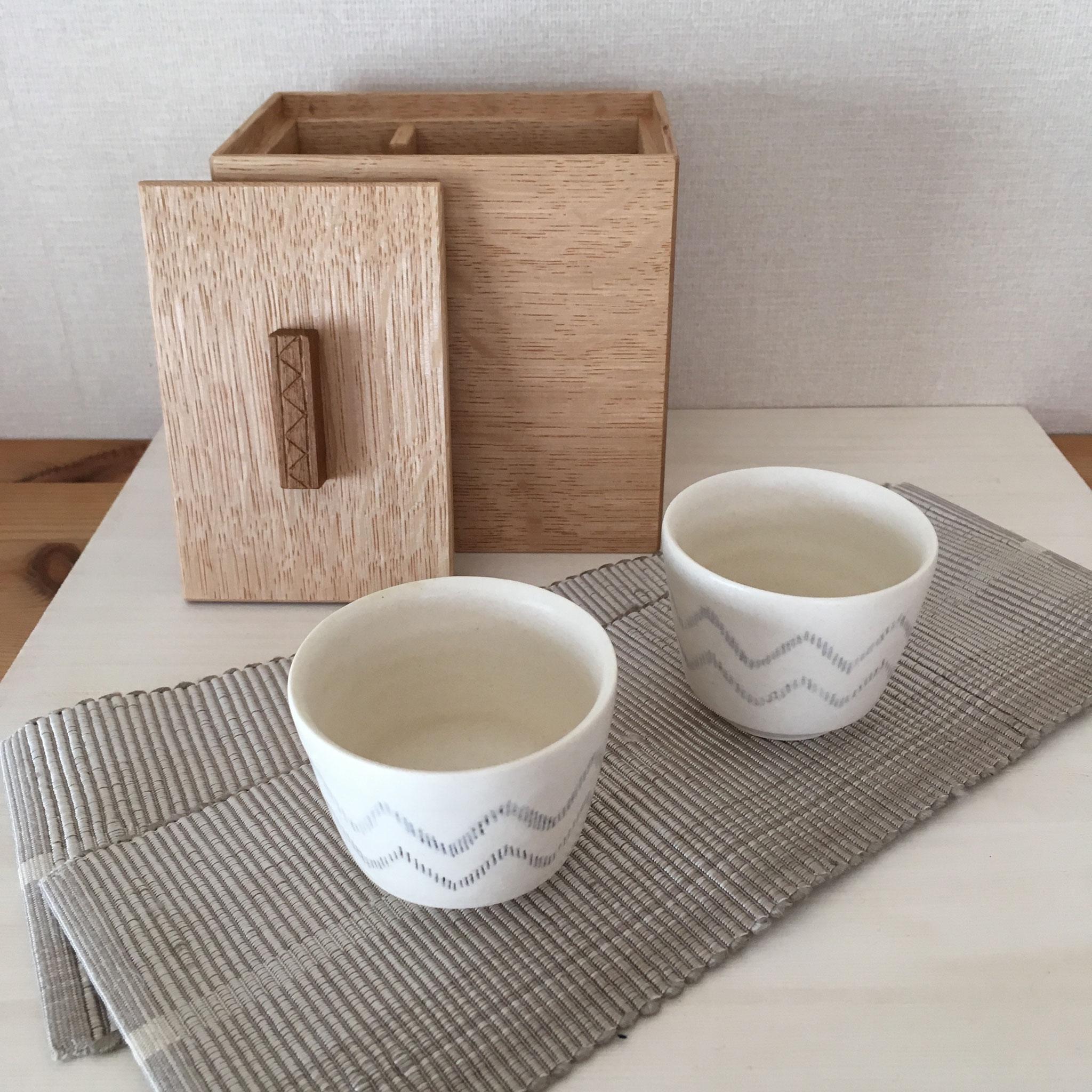 「彩箱」、小さなカップのセット