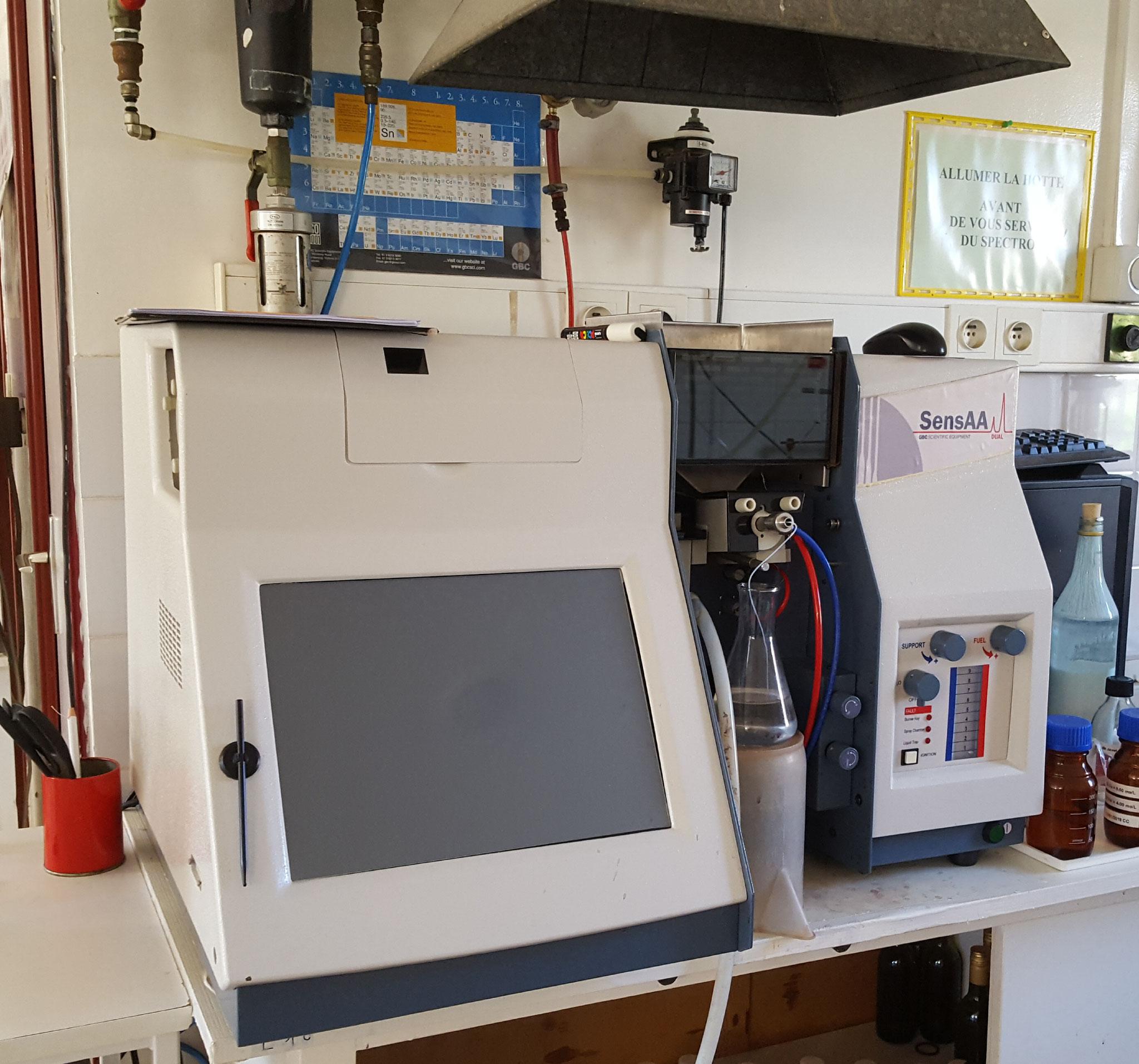 Spectrophotomètre d'absorption atomique