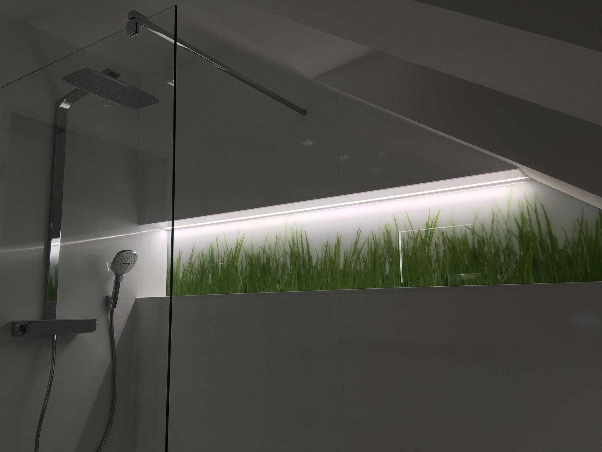 Große Wandnische im Duschbereich