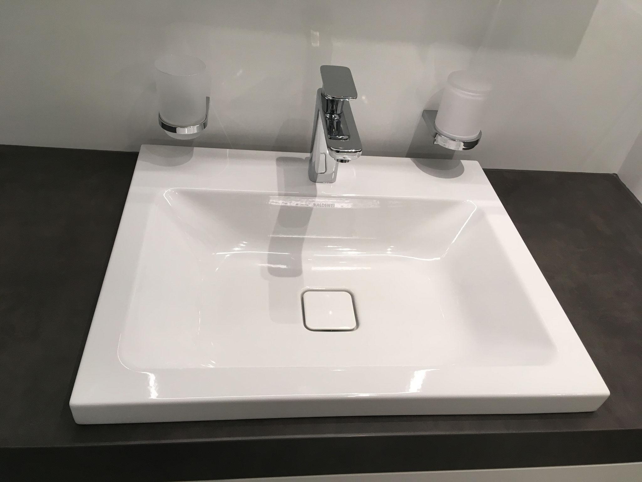 Waschtisch aus Stahlemail