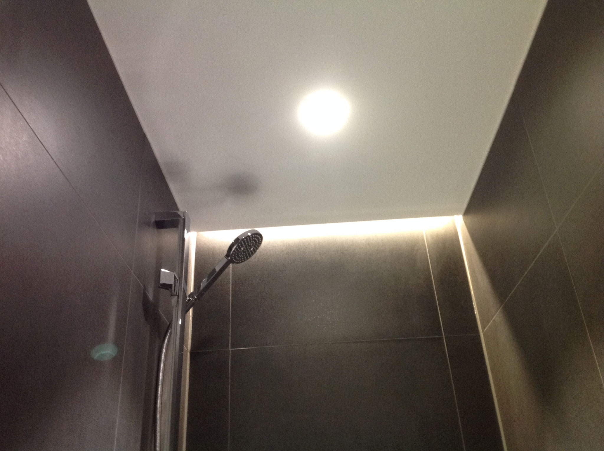 Indirekte Beleuchtung in der Dusche