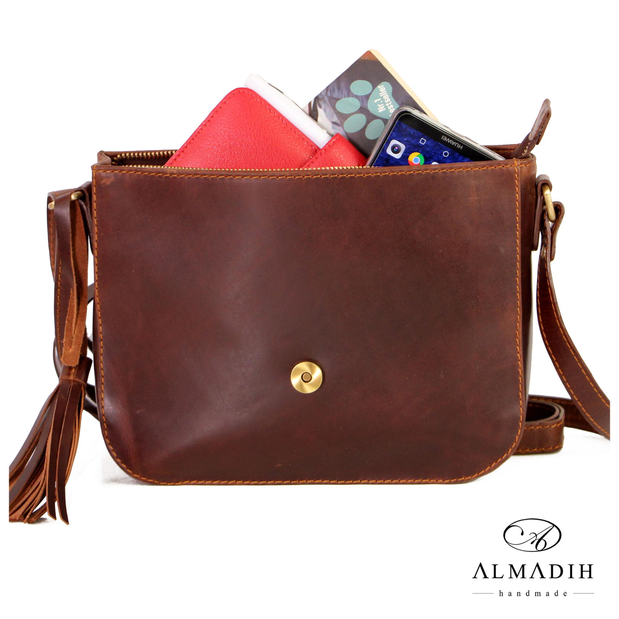 2100e389a787c ALMADIH-Damentasche-M36-ELsa - minadesign Mina Design Ledertaschen  Ledermappe Büroaccessoires Lederkissen Aktentaschen