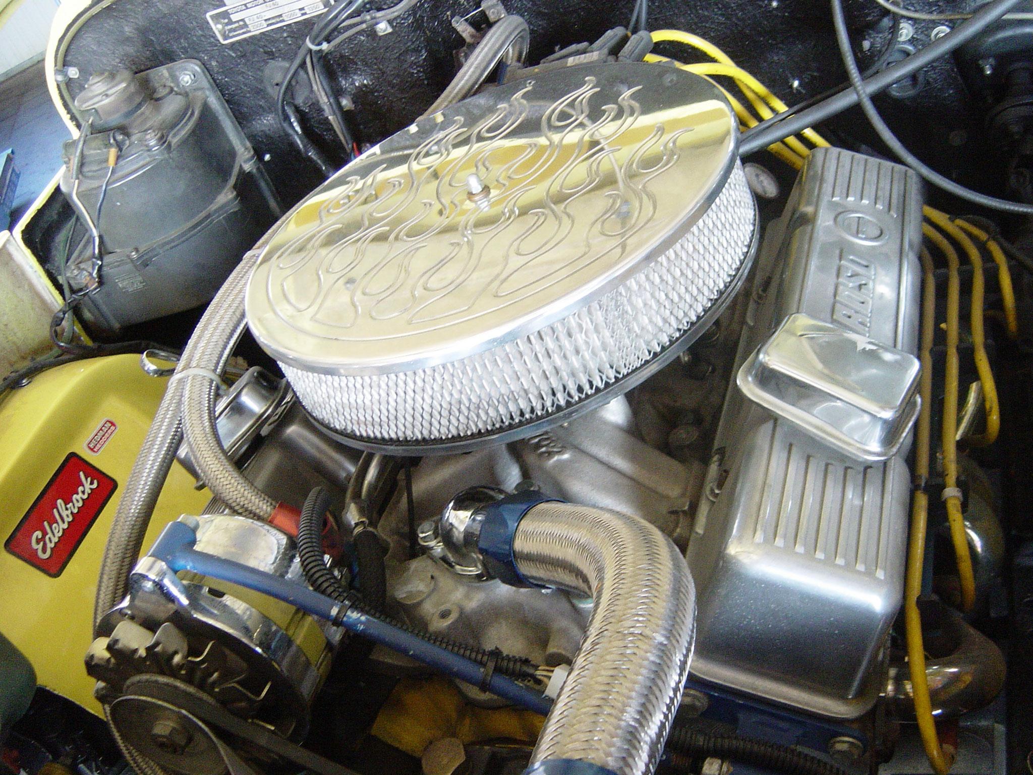 V8-Motor im FJ 40