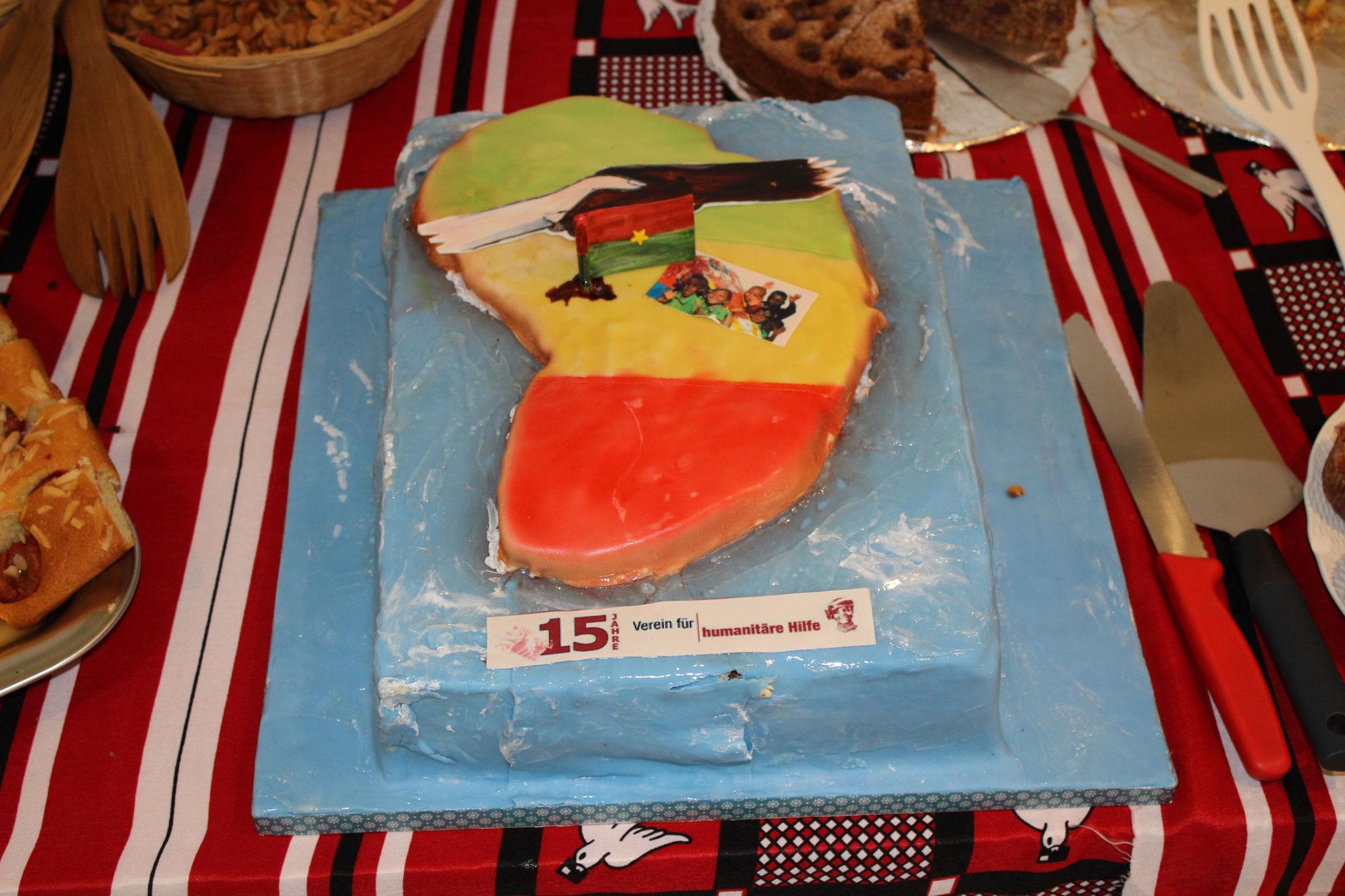 Bea Lippuner (Be-A-Cake) machte einen super schönen und mega feinen Jubiläumskuchen für uns. Herzlichen Dank!