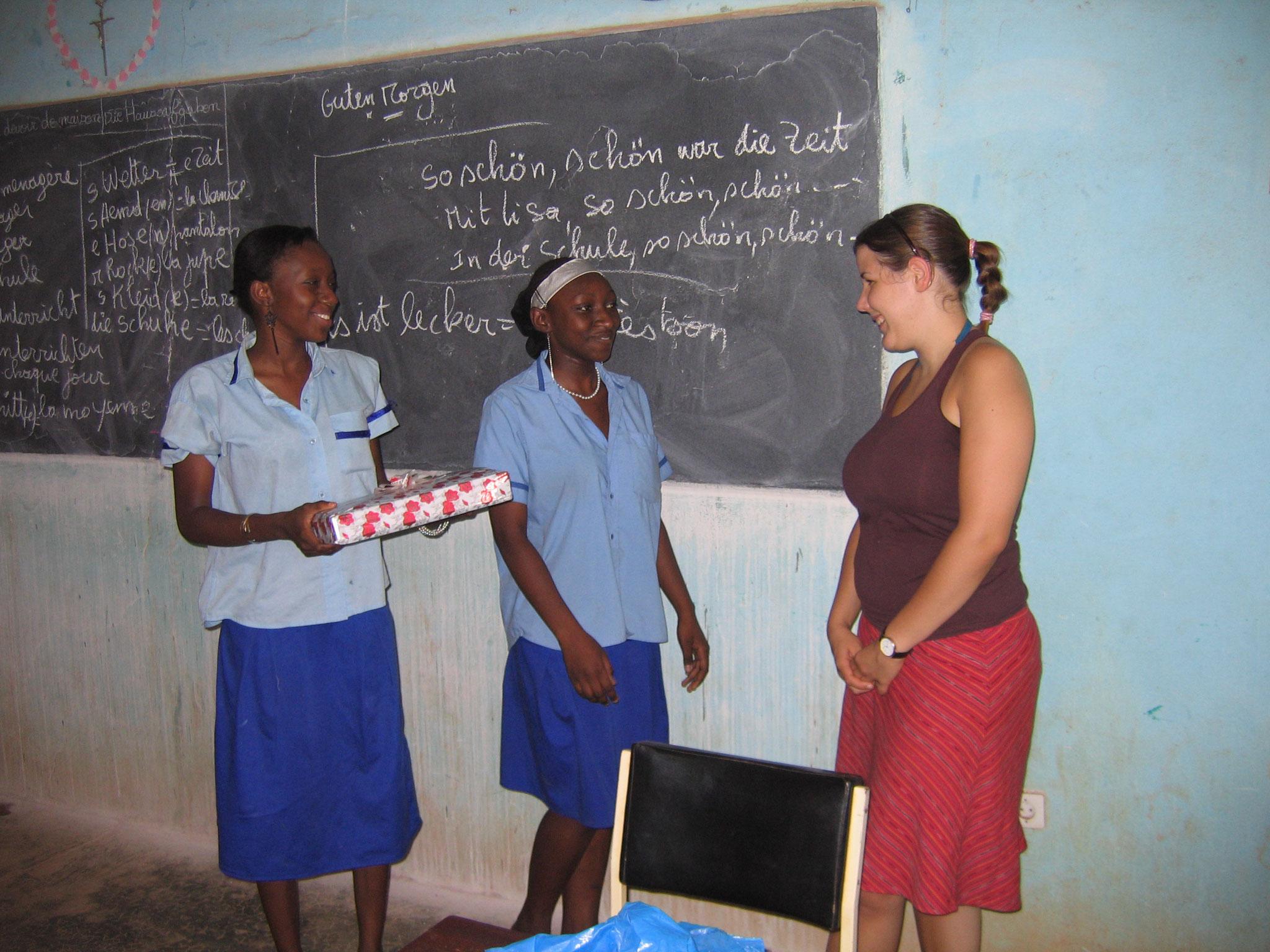 Sie und ihre Schülerinnen hatten viel Spass während dem Unterricht und der Abschied fiel allen schwer.