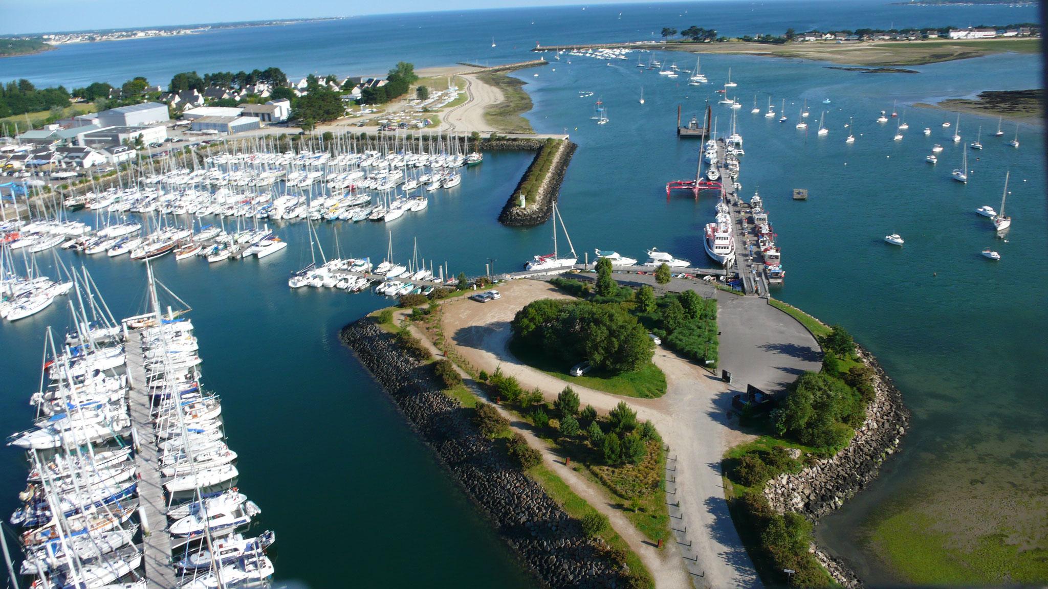 Port la Foret avec vue sur la baie (photo Ronan Quéméré)
