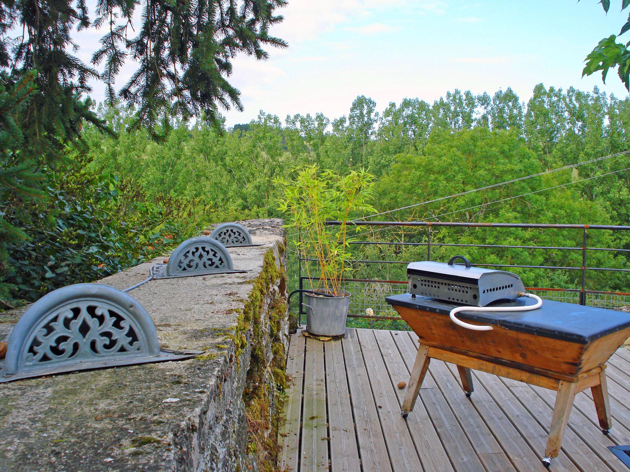 Eclairage d'ambiance et plancha - Gite La Garde Gagnac en Aveyron