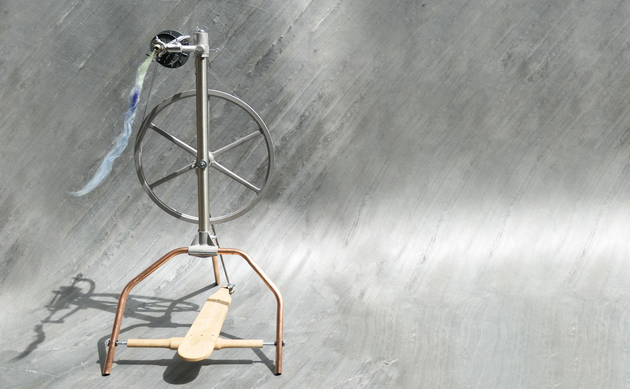 Spinnrad von Stahl&Wolle, Prototyp Juli 2019 - mit erhöhten Füßen aufgrund eines persönlichen Kundenwunsches