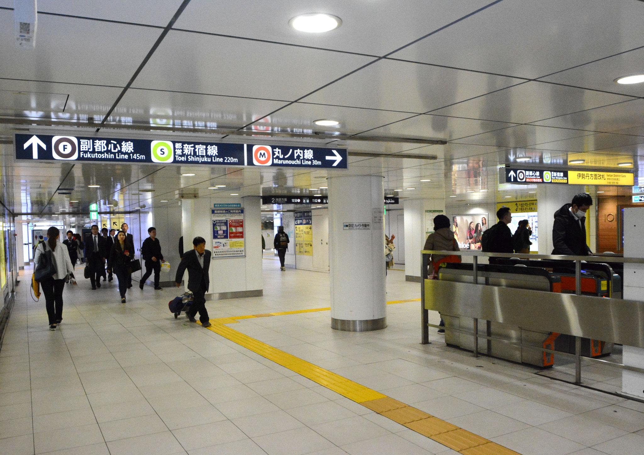 →④新宿三丁目駅(丸ノ内線)改札。ここから徒歩5分