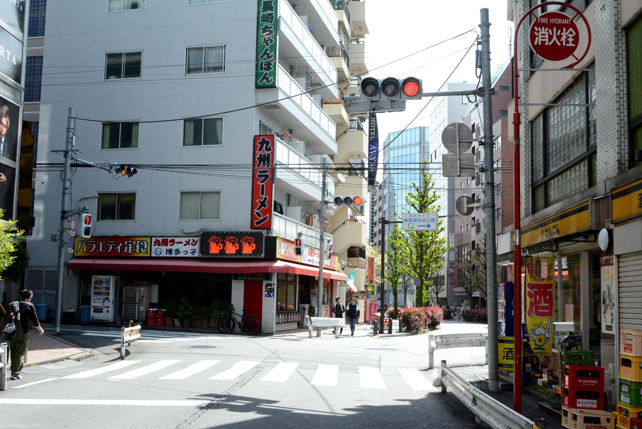 →❸花道通り、九州ラーメンを通り過ぎます
