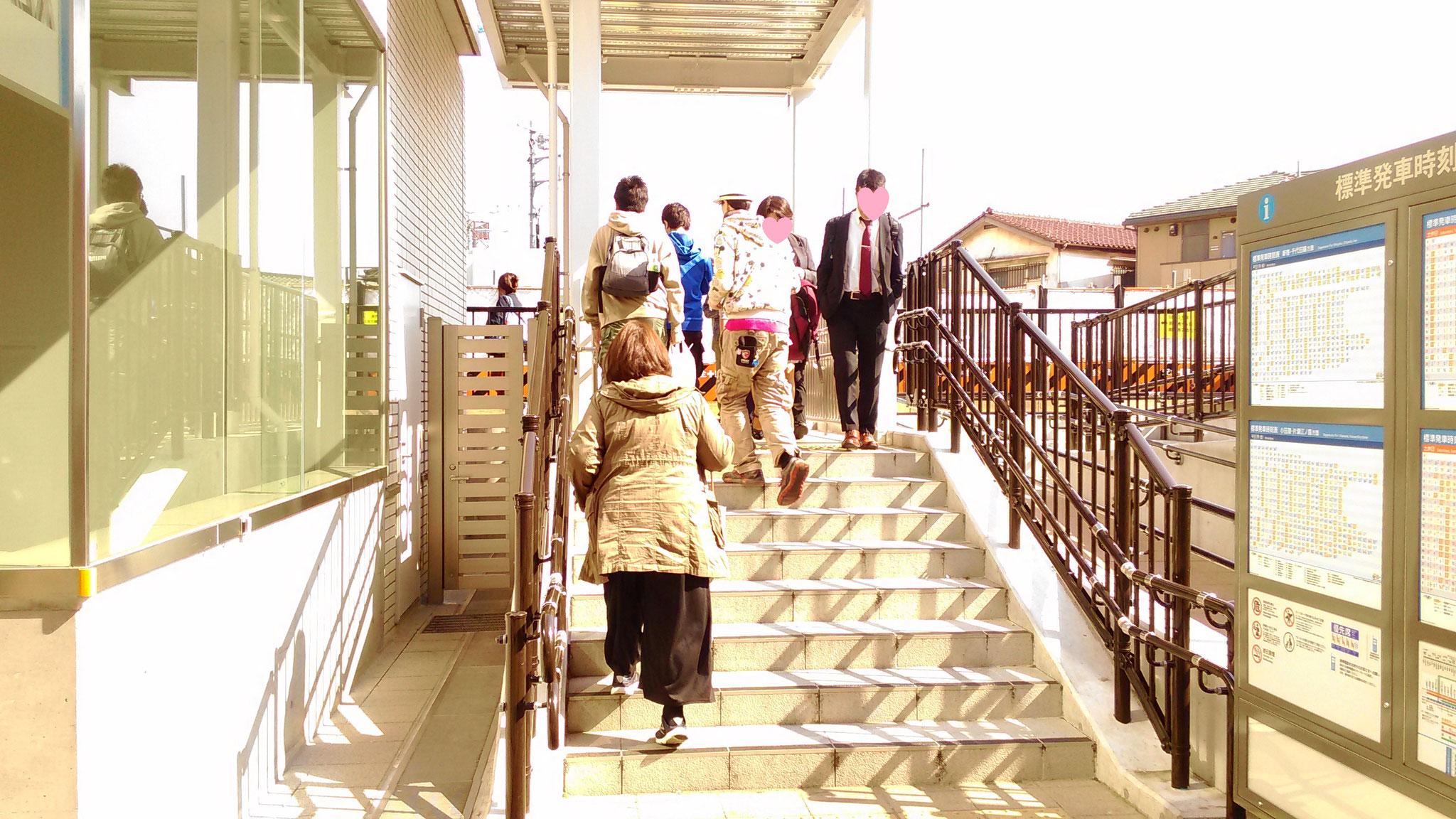 階段を昇り、またすぐ左へ曲がります