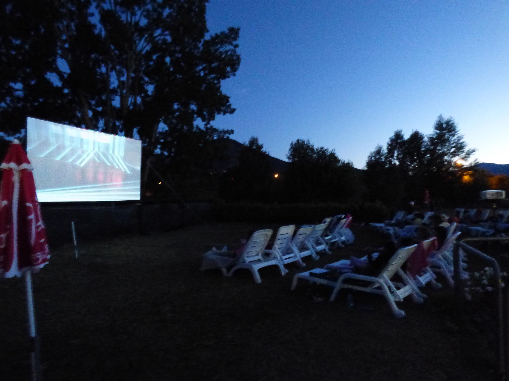 Cinema in piscina, a Perino si può. La prima cine – piscina della val trebbia.Cinema in piscina, a Perino si può. La prima cine – piscina della val trebbia.