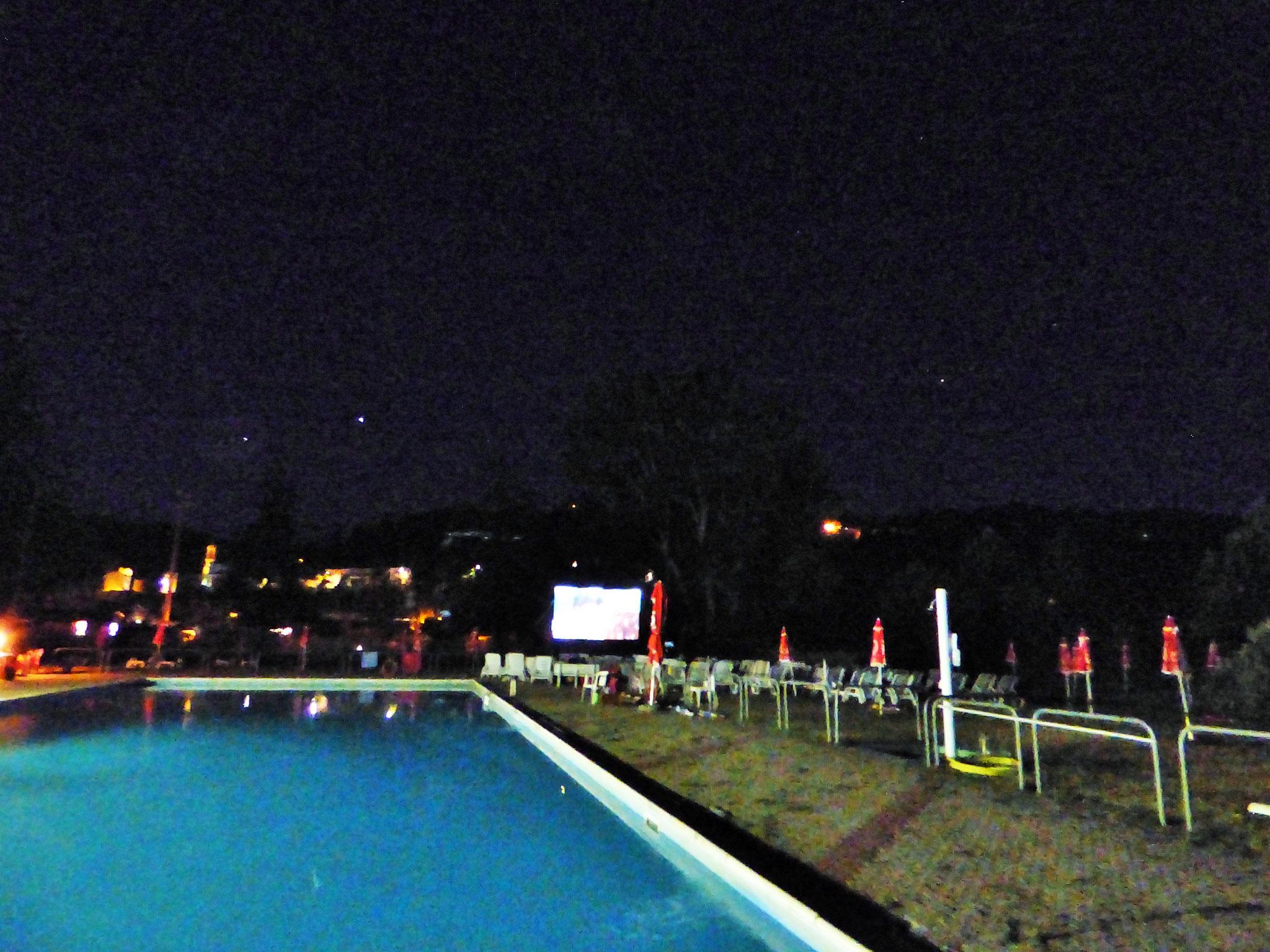Cinema in piscina, a Perino si può. La prima cine – piscina della val trebbia.