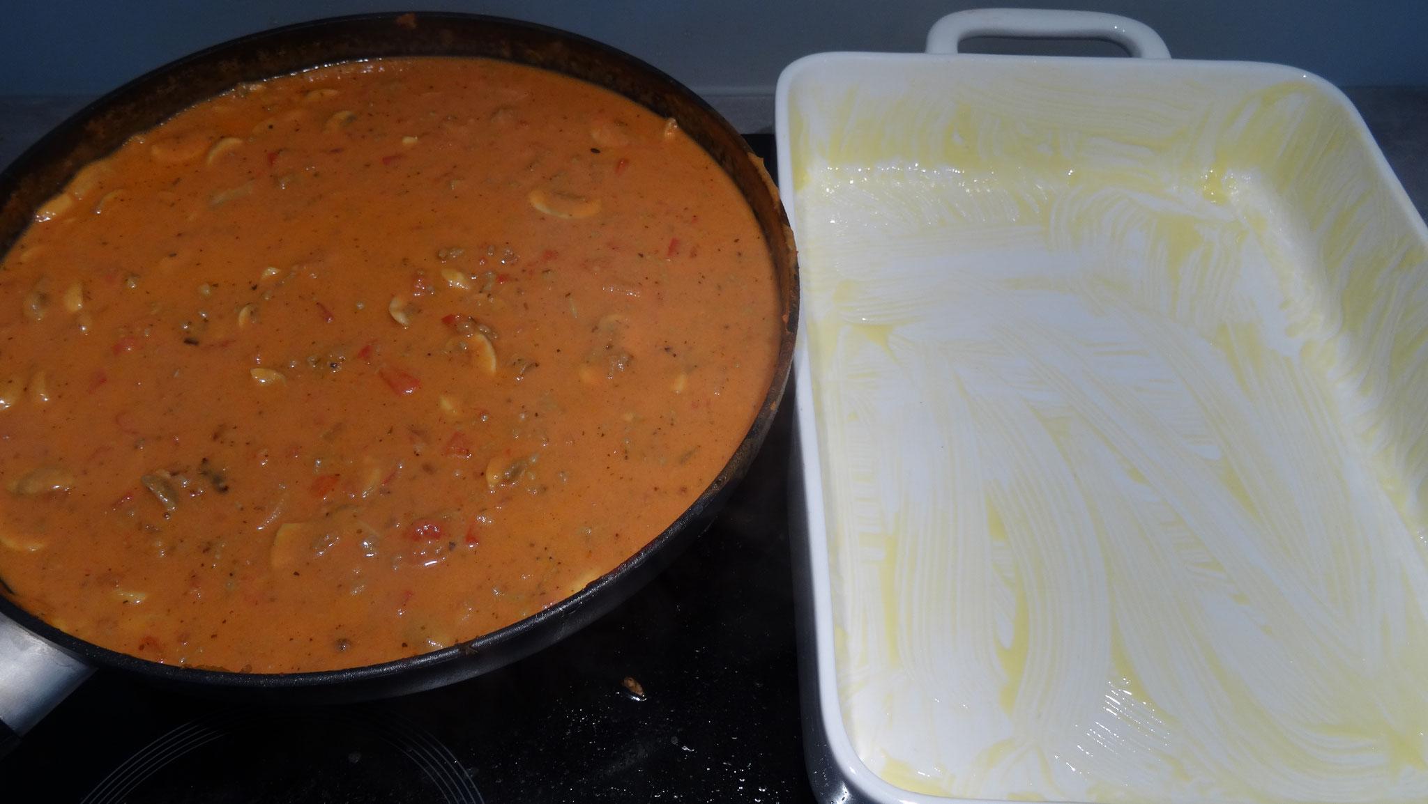 Toevoegen van saus met soeplepel