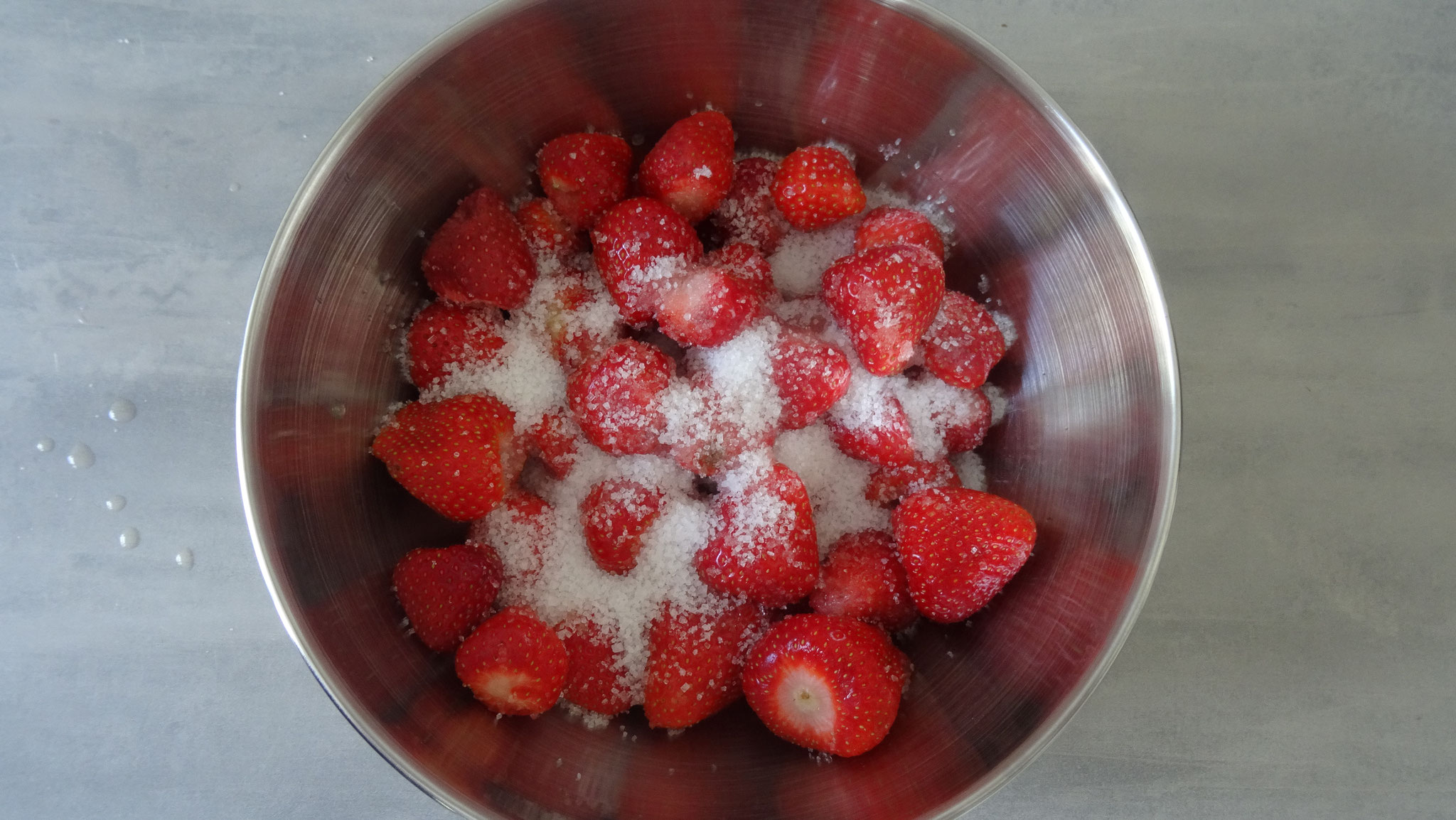 Aardbeien, citroensap en de helft van de suiker