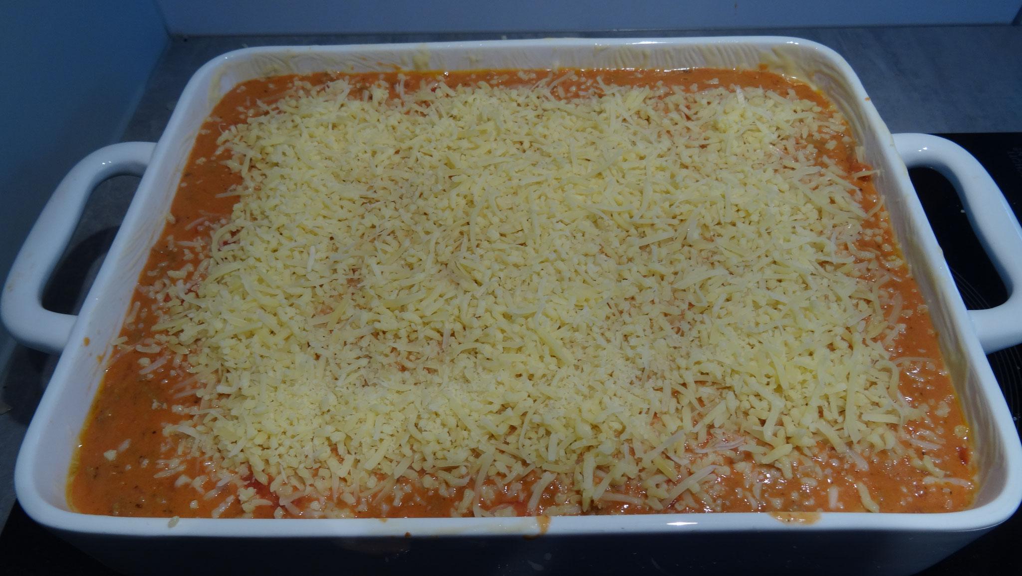 ...en met kaas bestrooien