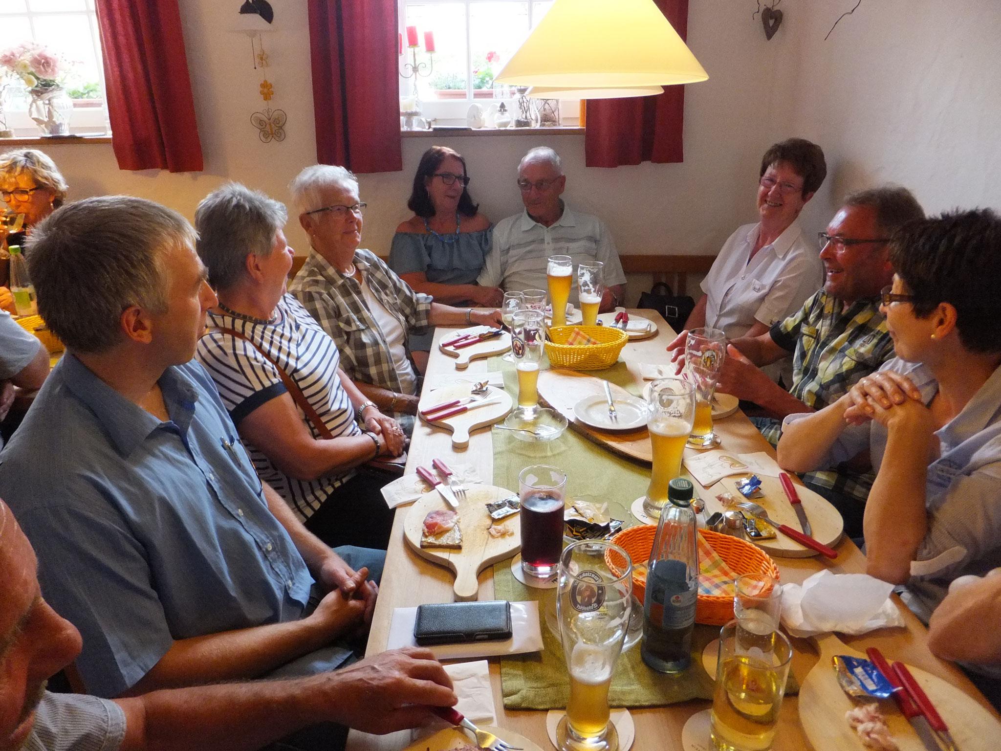 """Besuch der Weinstube """"Alter Kuhstall"""" im Markt Nordheim"""