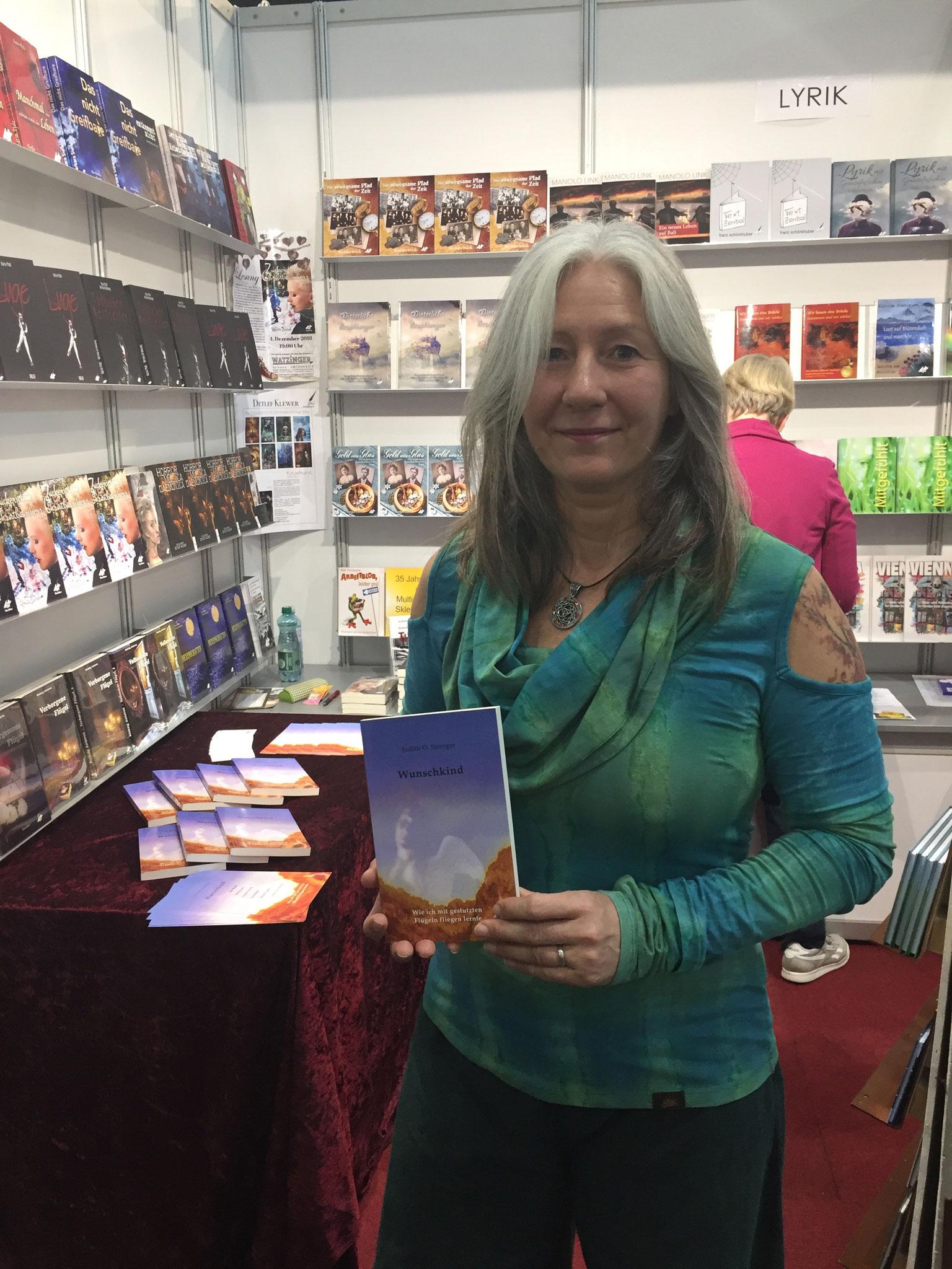 Judith O. Spenger präsentiert ihr Buch 'Wunschkind'