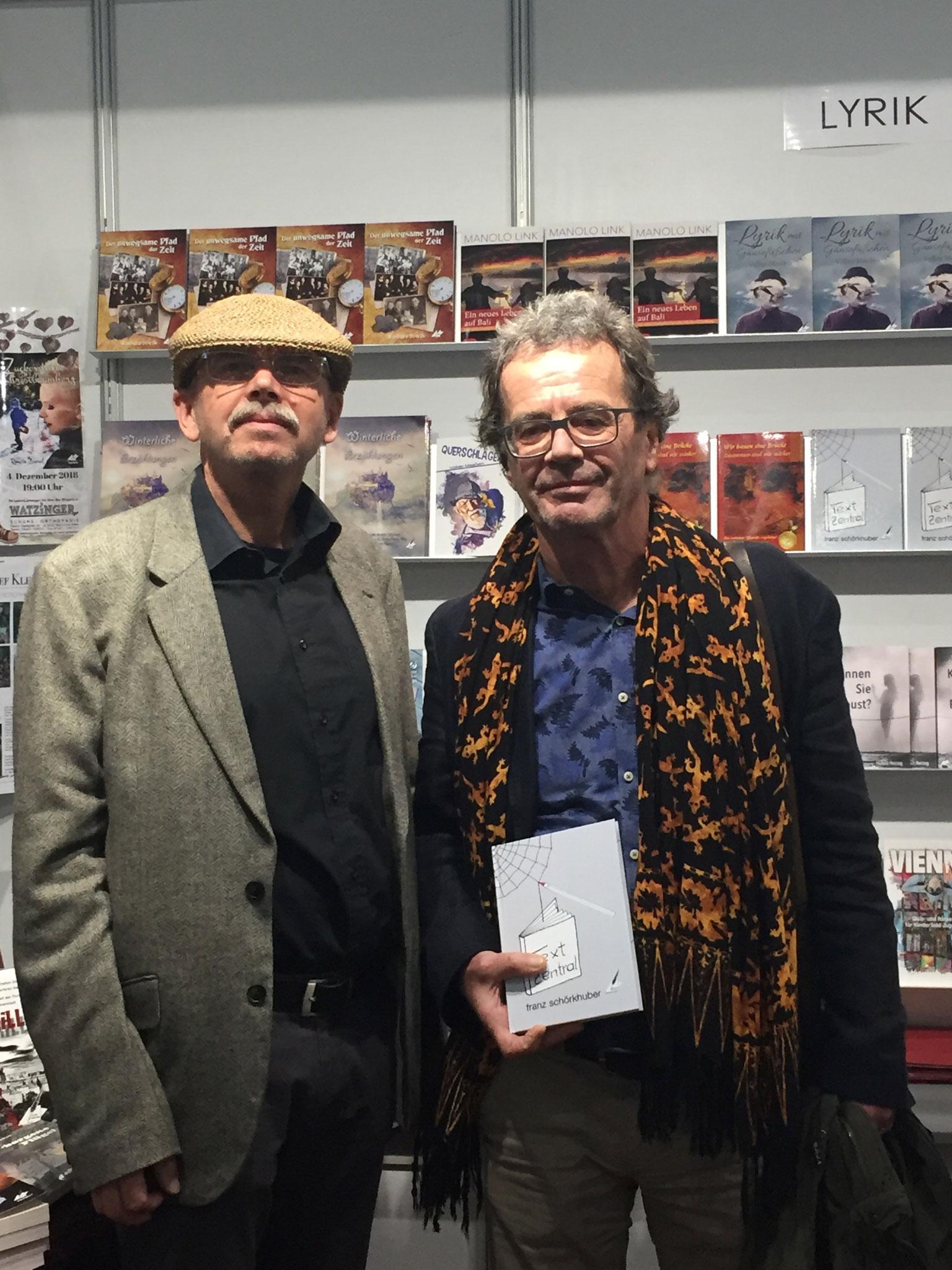 Franz Schoerkhuber mit einem Leser