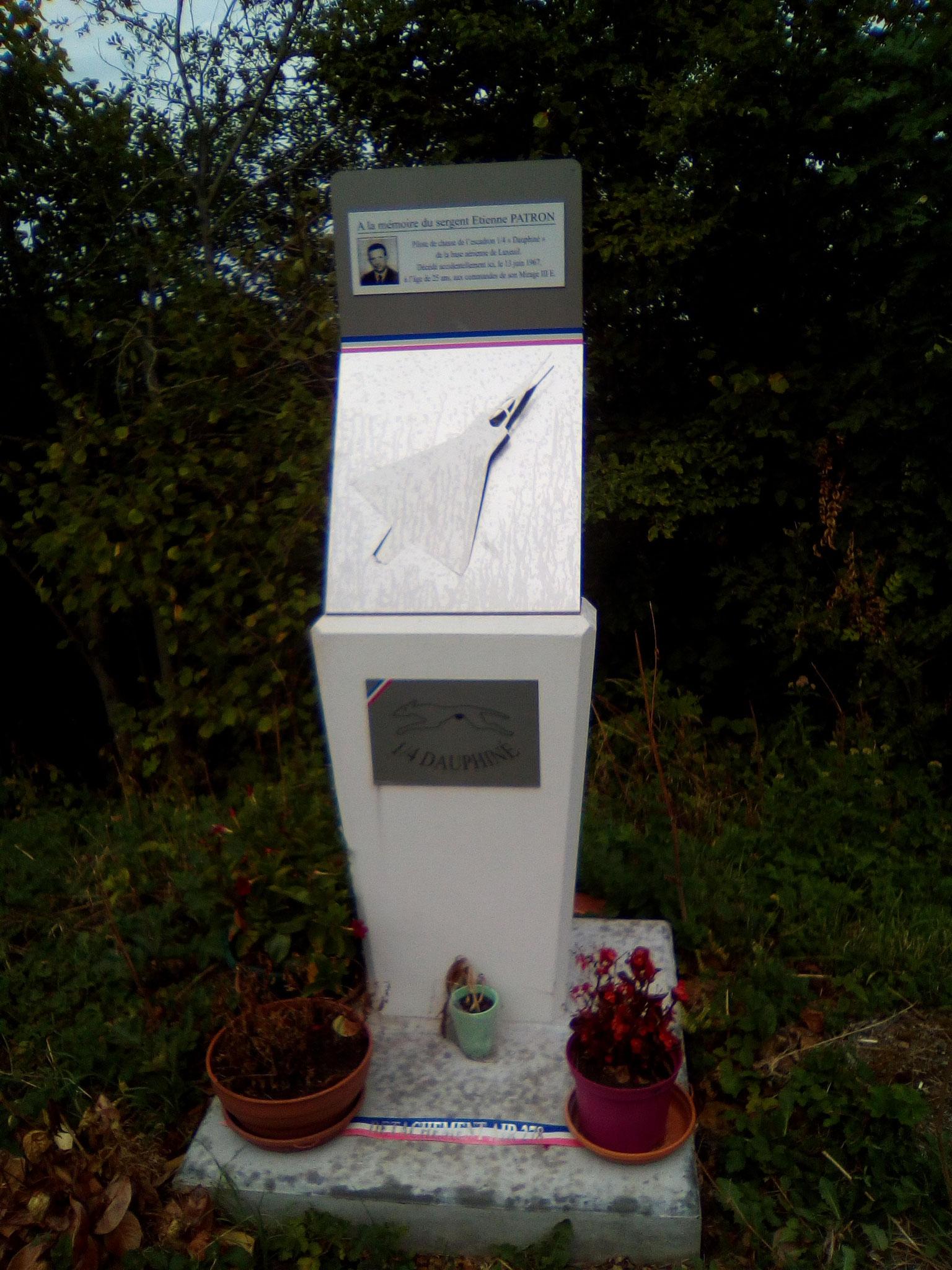 Mémorial du crash d'un avion (peu avant le palier)