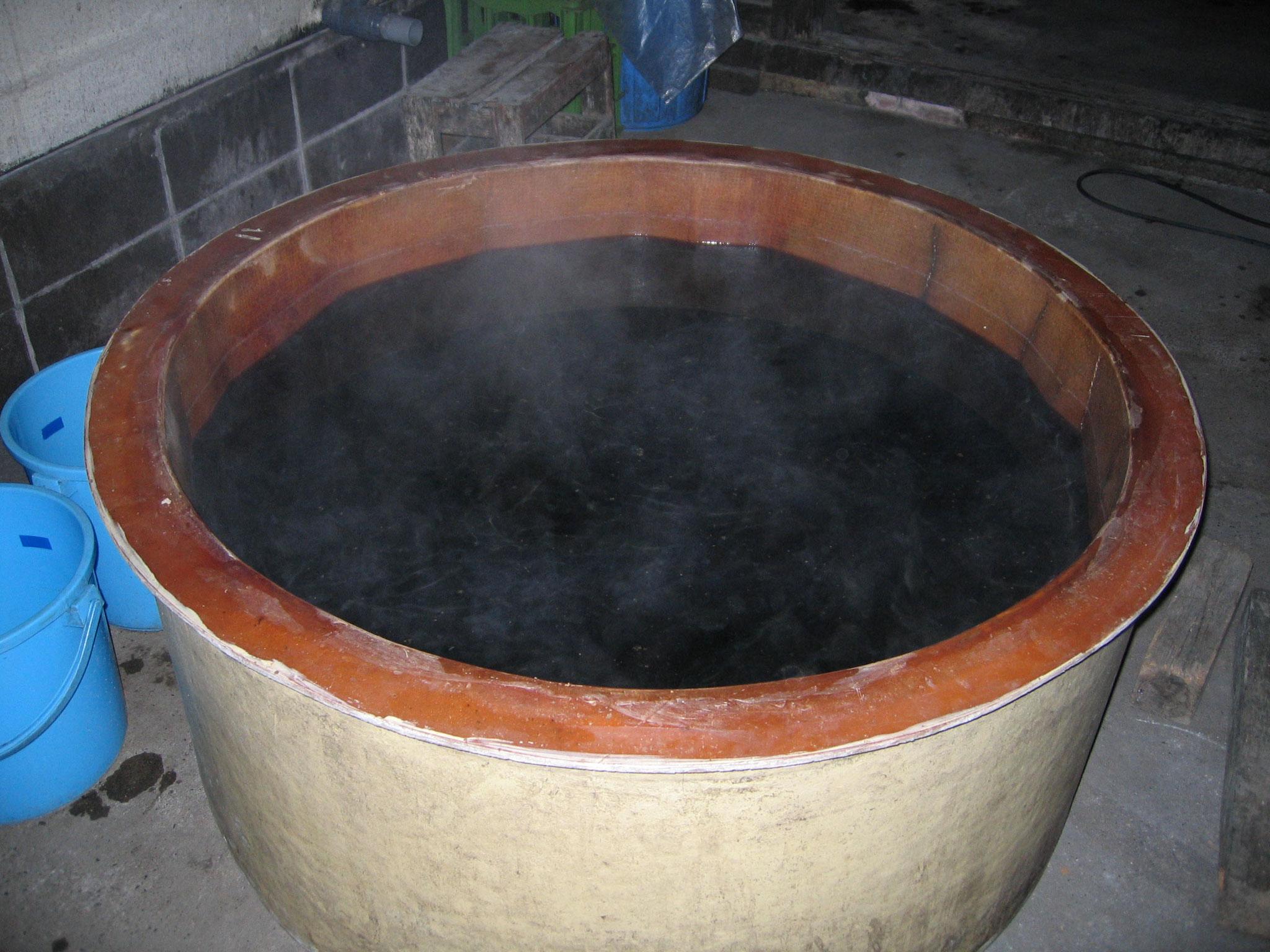 溶かすと上澄み液と酒粕が分離します。