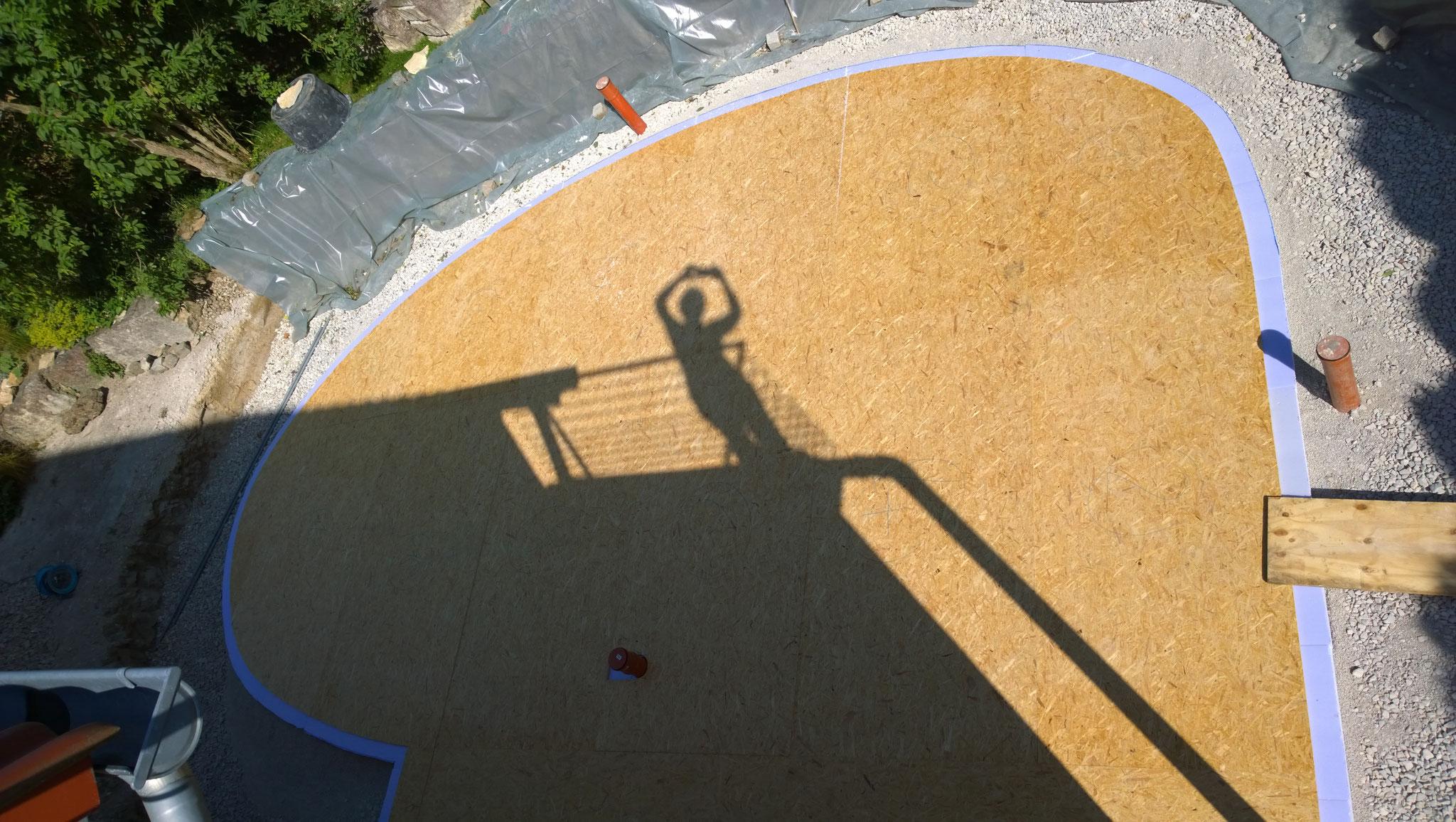 die Fundamentplatte läßt sich nur mit Schablonen bauen
