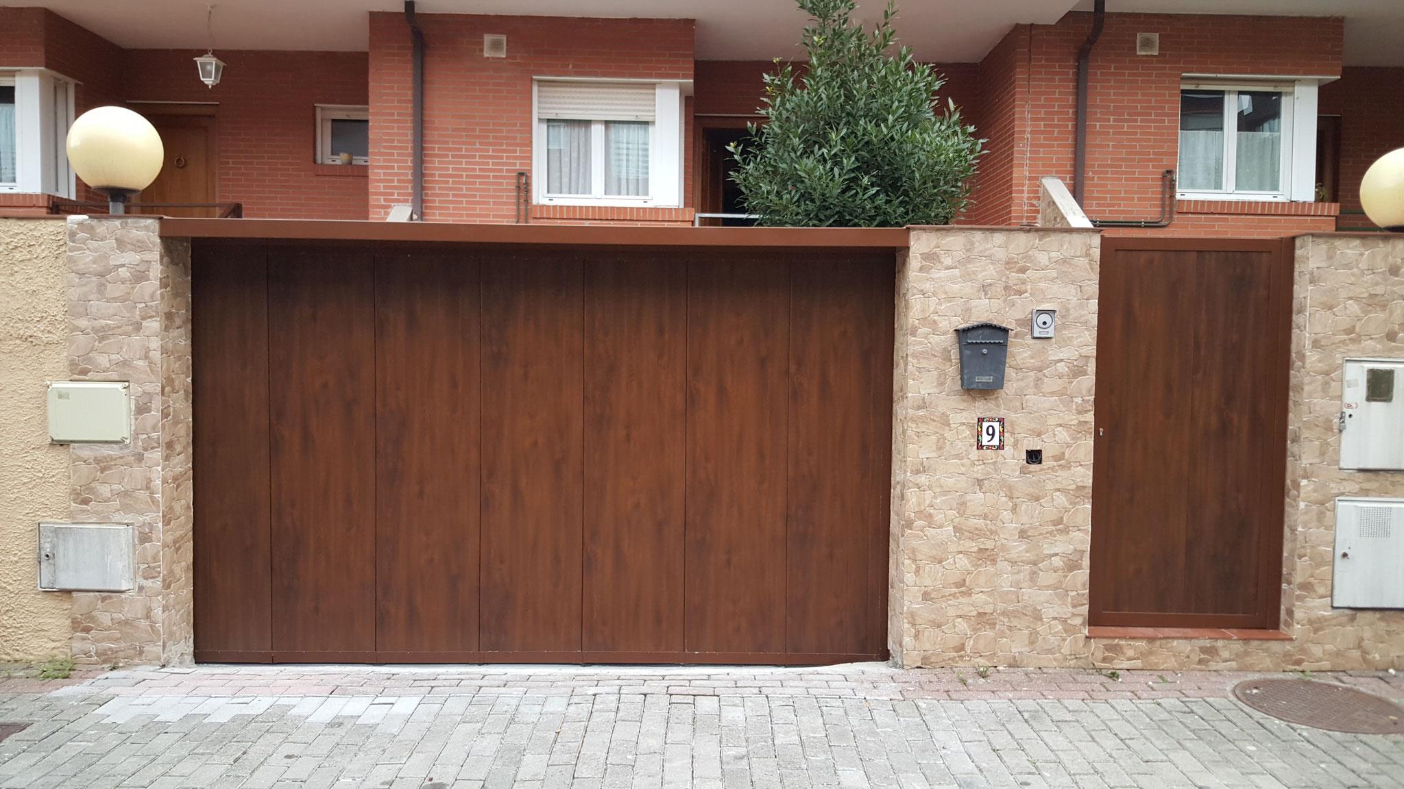 Puertas de garaje portones y automatismos alemar for Puertas para fincas